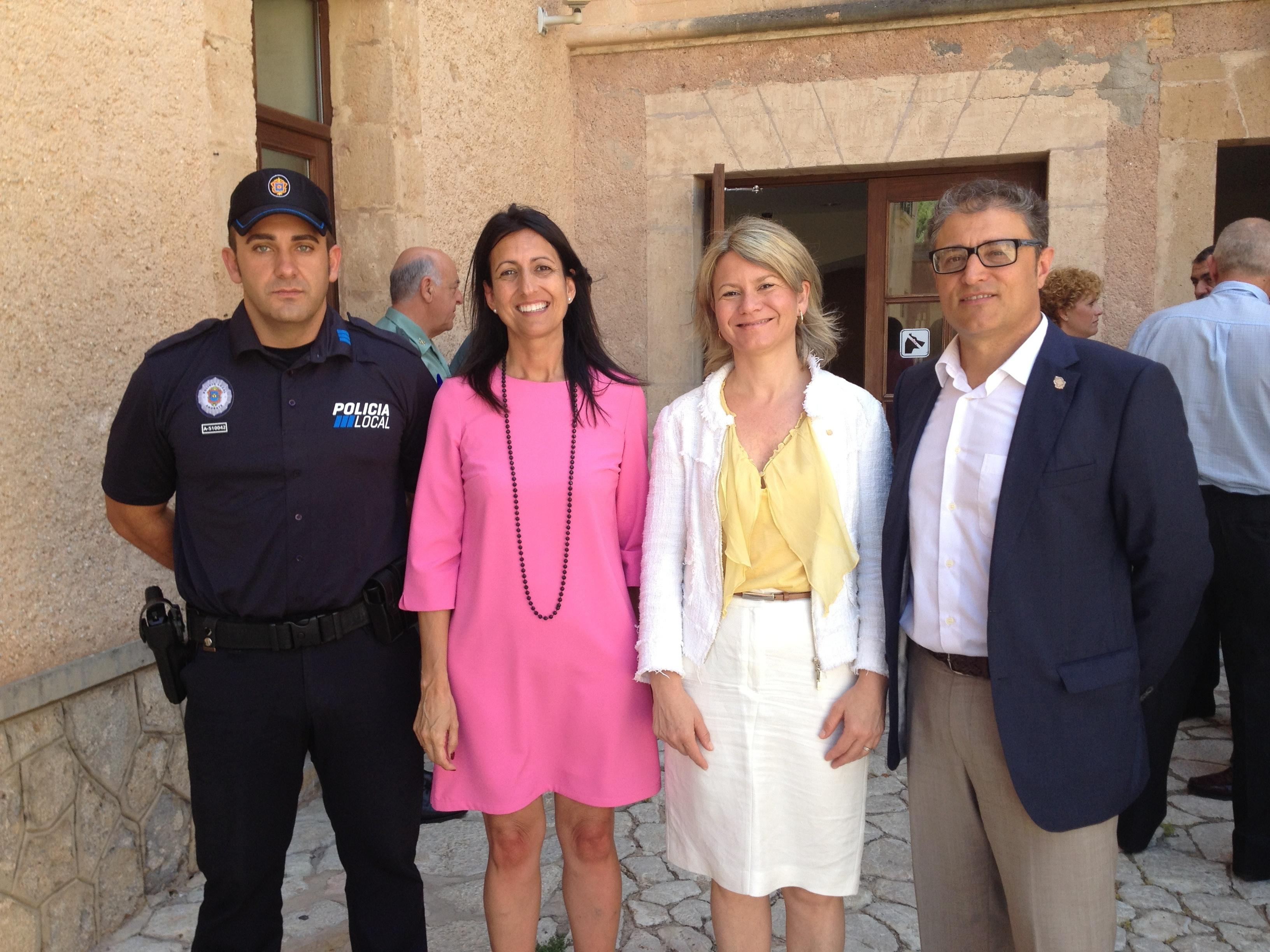 El Govern presenta el servicio piloto de Policía especializada en la seguridad turística
