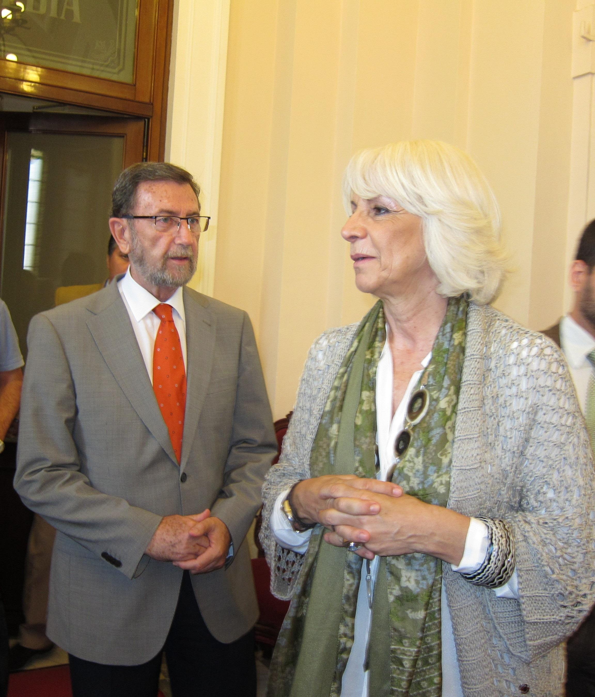 Gracia destaca que «el Parlamento andaluz es una institución, no un club o una pandilla», y se rige por un reglamento