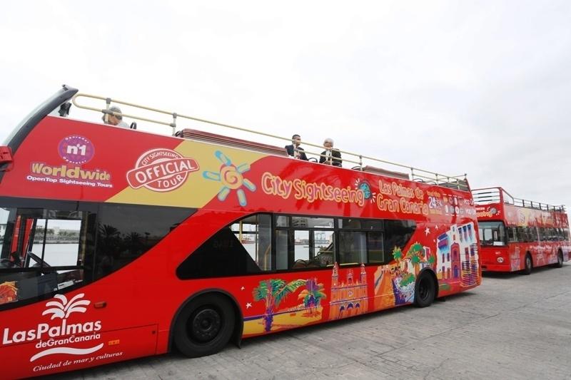 La Guagua Turística estrena imagen y promociona la marca de destino urbano »LPGC Capital City»
