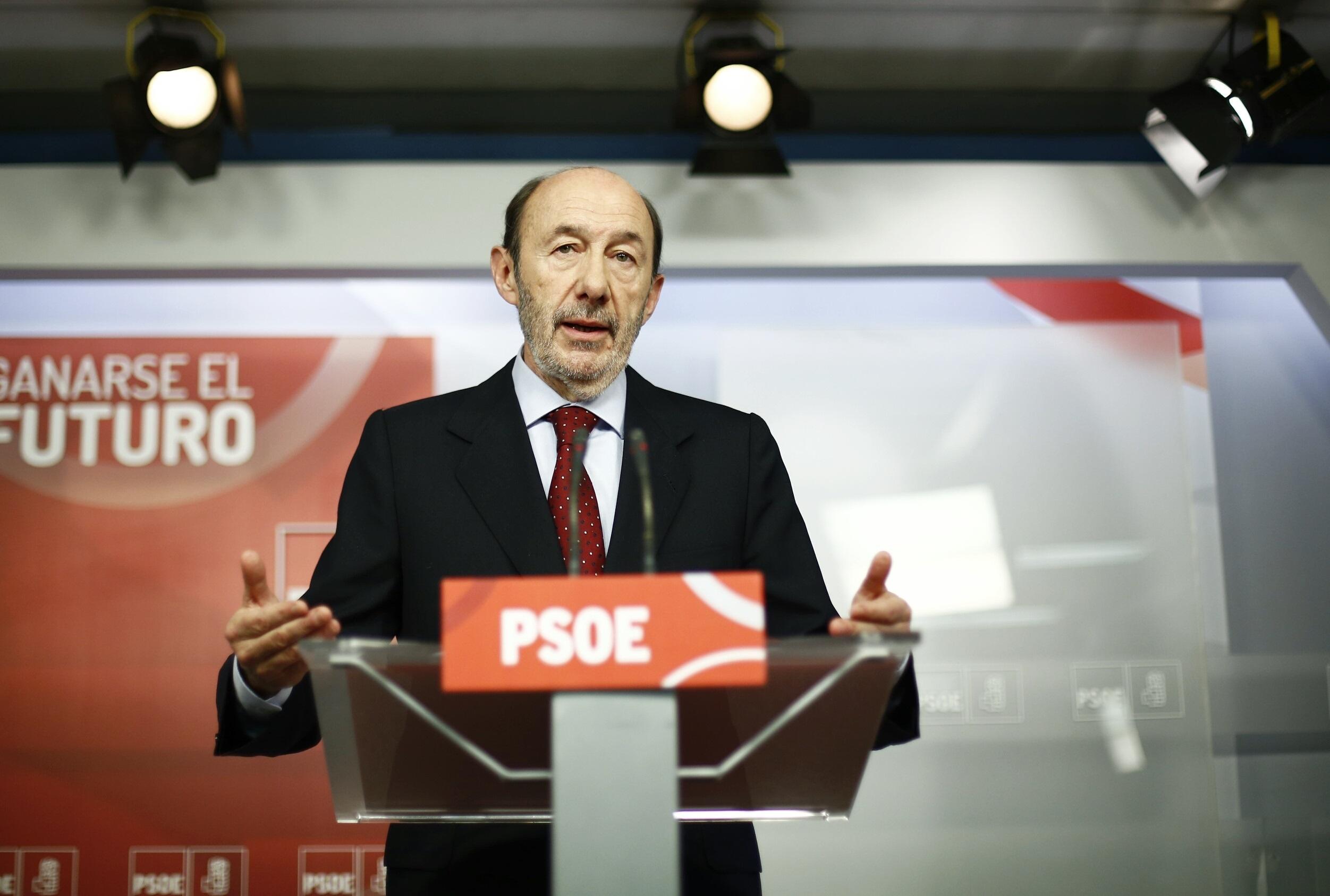 Rubalcaba defiende el convenio navarro y aclara que el PSOE «no va a entrar» en el debate de la financiación autonómica