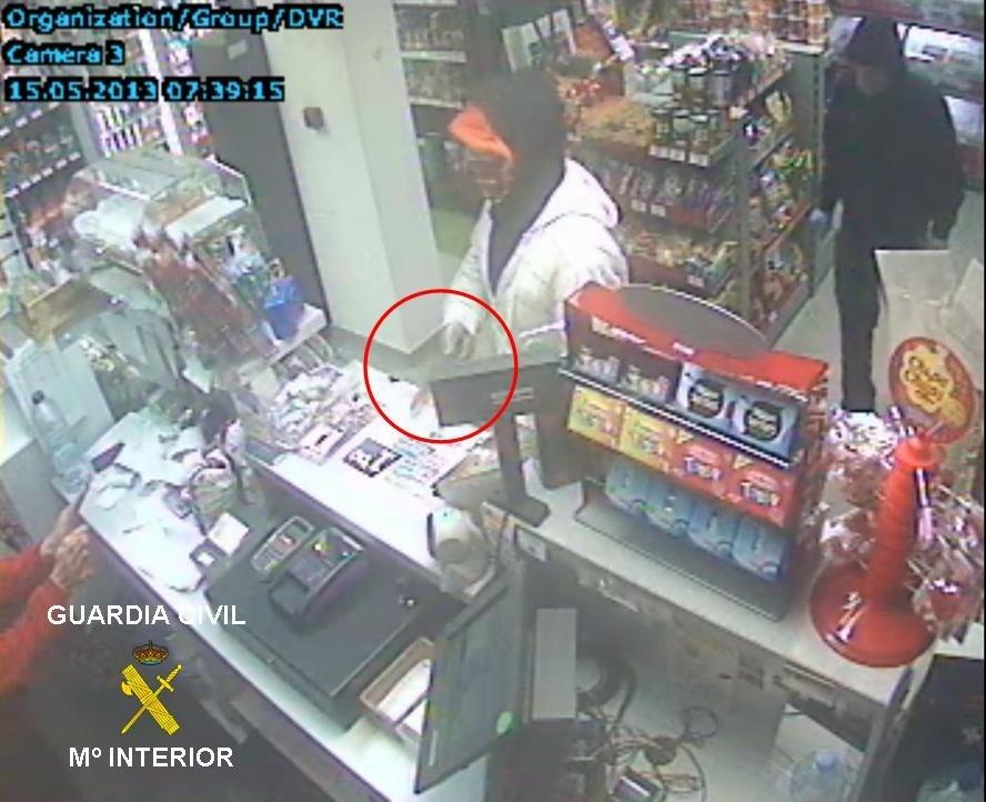 Dos detenidos por asaltar una gasolinera de Pancorbo (Burgos) con pasamontañas y armados con un cuchillo