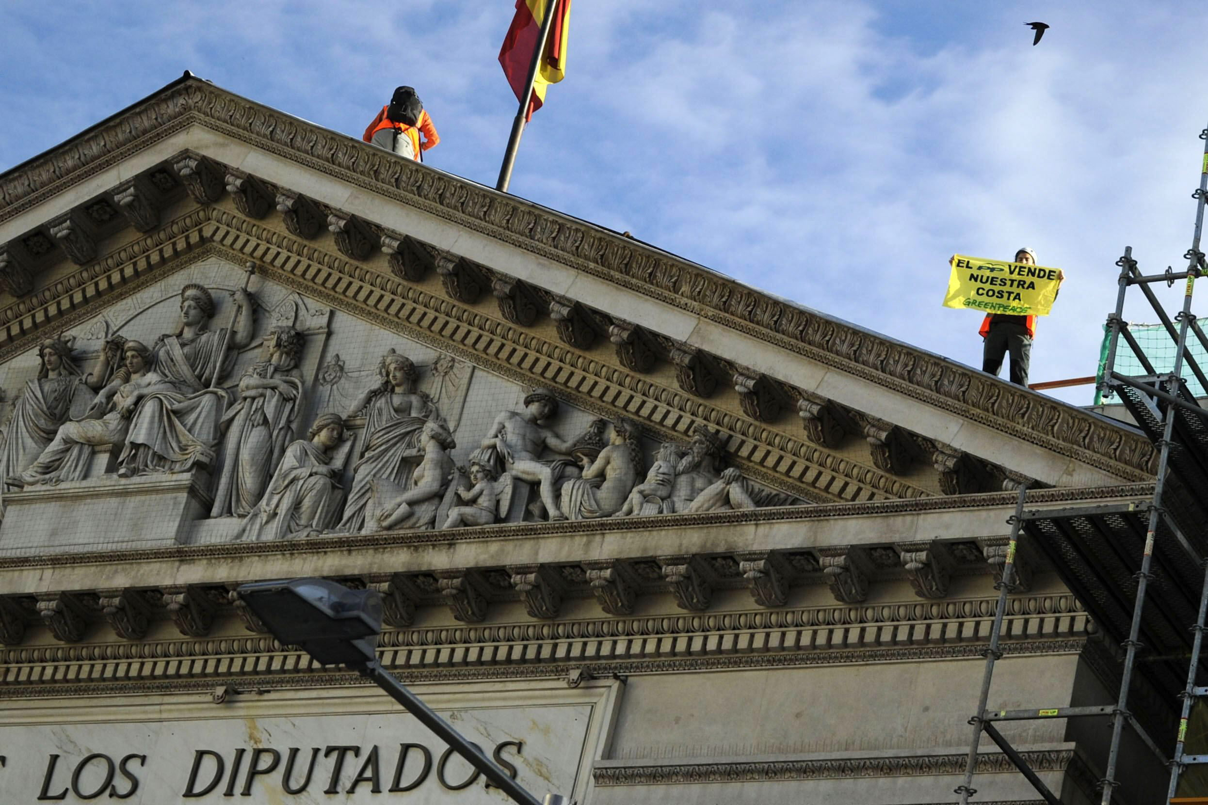 El fiscal no ve delito en el acto de Greenpeace en el Congreso porque no alteró el pleno