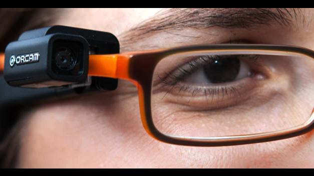 Una empresa israelí diseña unas gafas que leen solas para discapacitados visuales