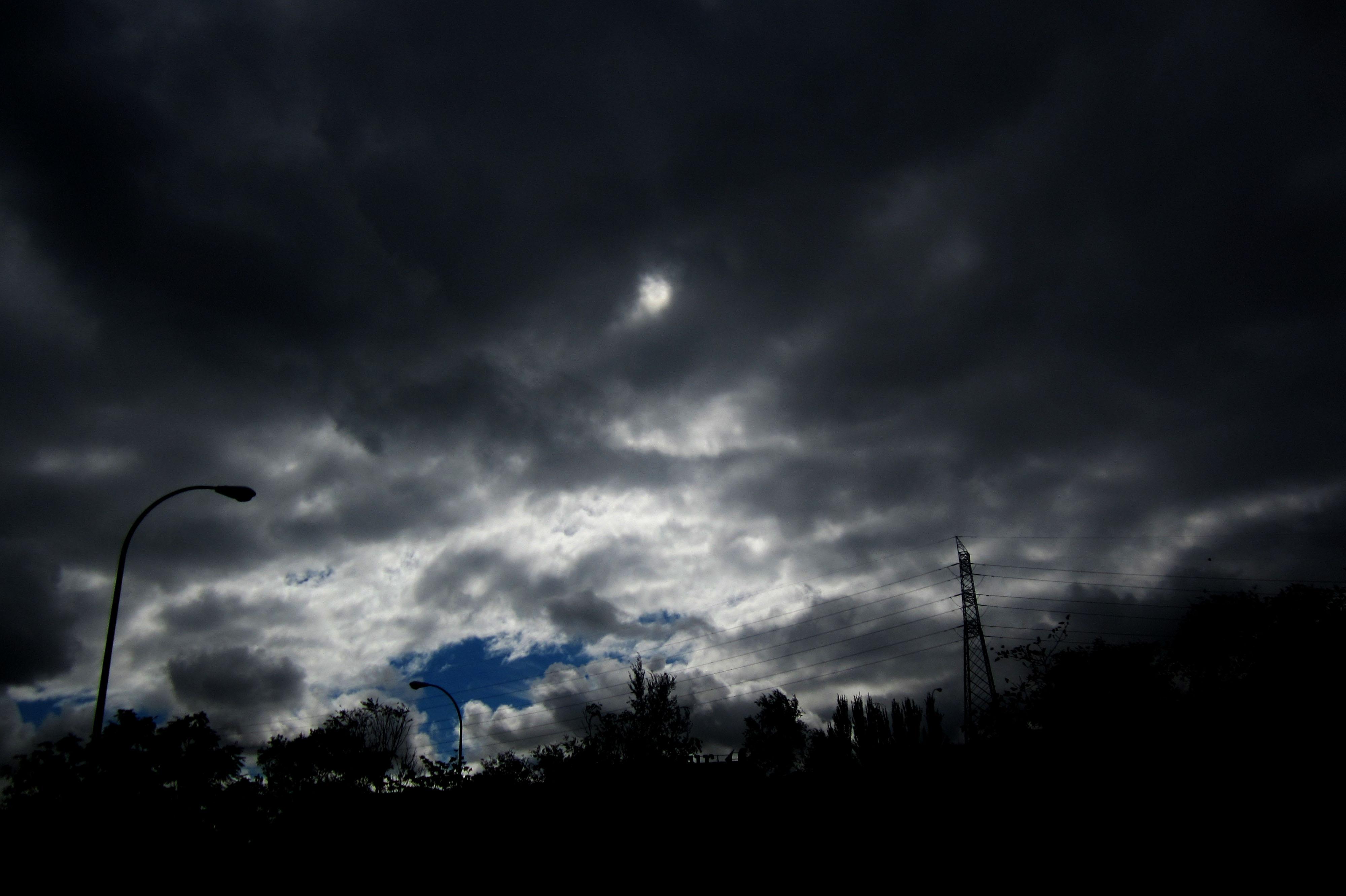 Alerta por lluvias y tormentas en 14 provincias