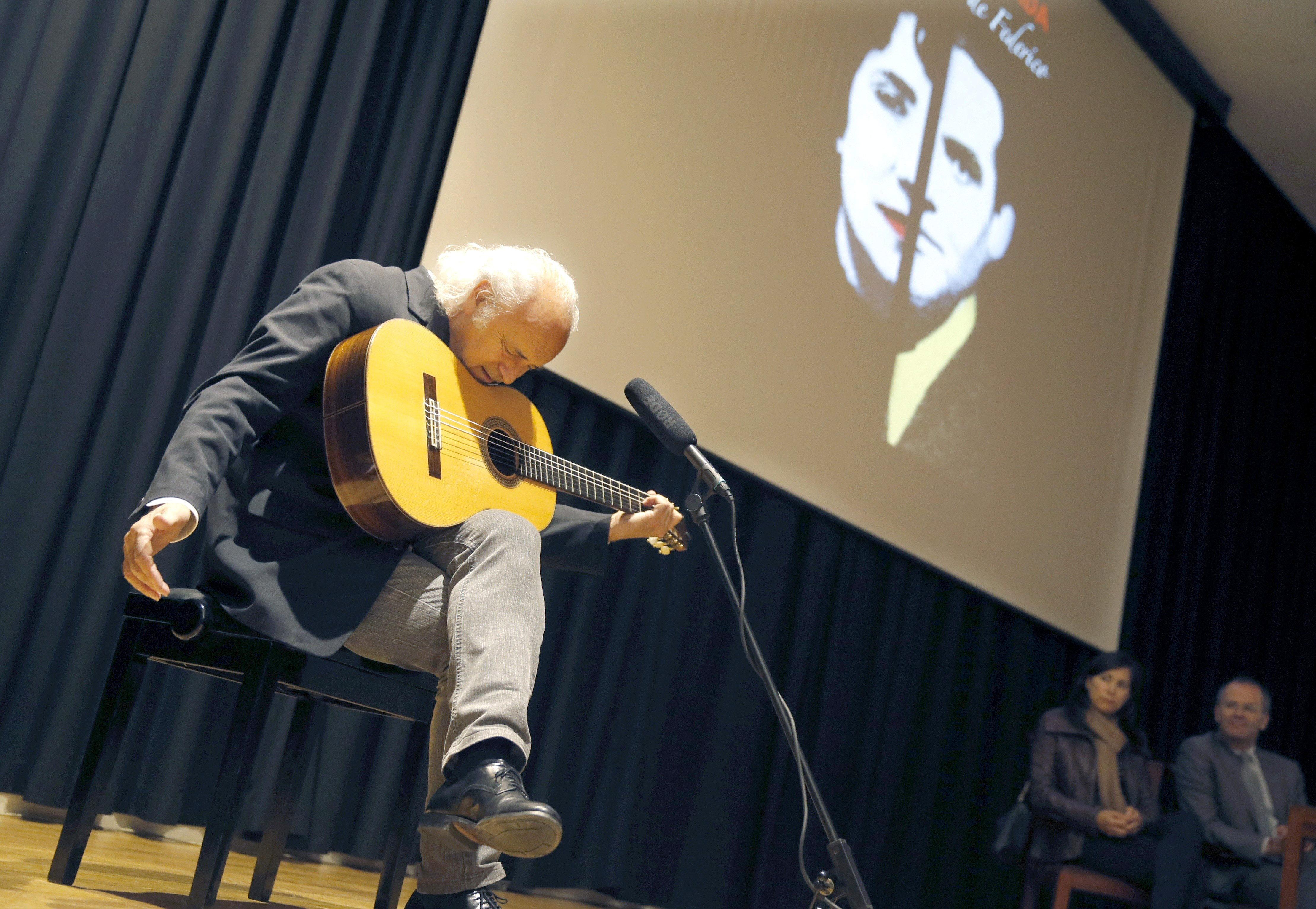 Amancio Prada trae a Galicia un concierto escénico con versos de Rosalía y Lorca