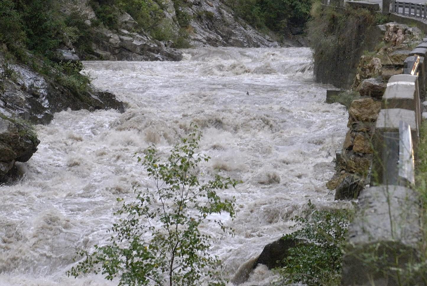 Nueve municipios del Pirineo de Lleida, afectados por la crecida de los ríos