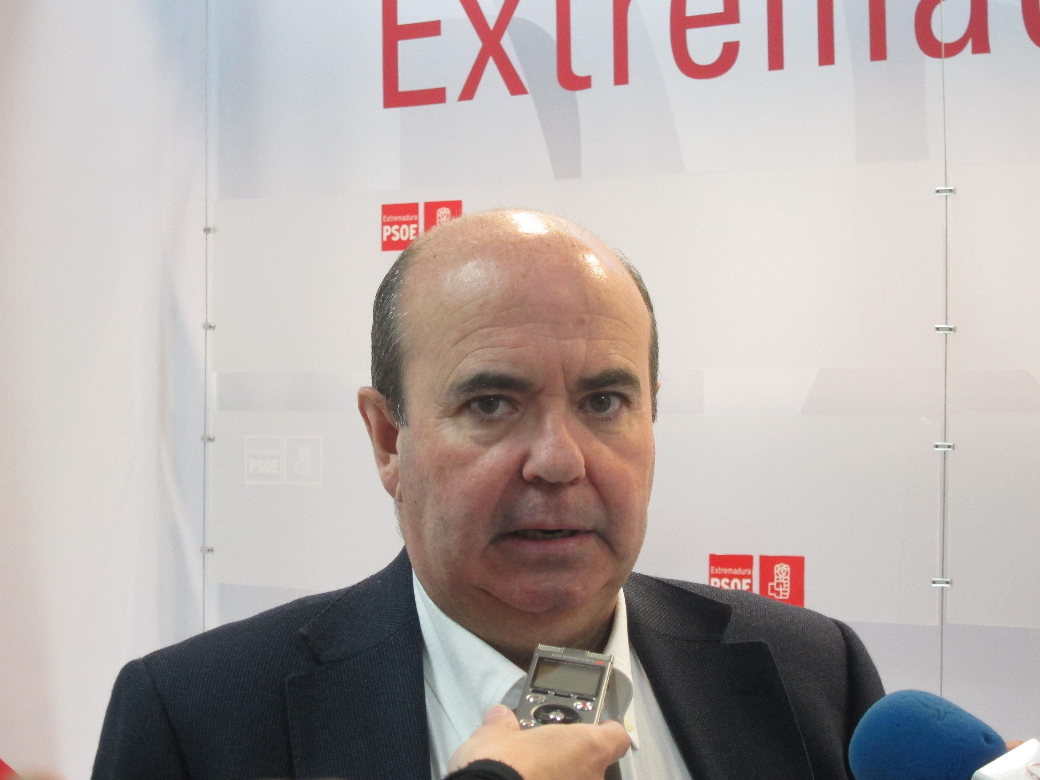 El PSOE estudia presentar ante el TC un conflicto de competencias en defensa de la autonomía local