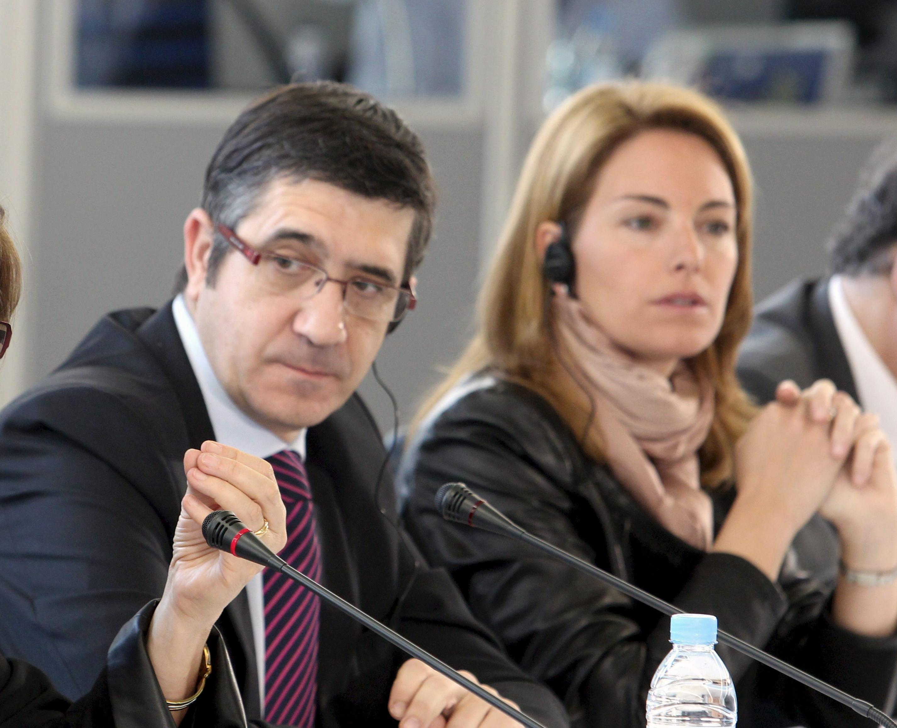 Patxi López y Arantza Quiroga mantienen su primera reunión