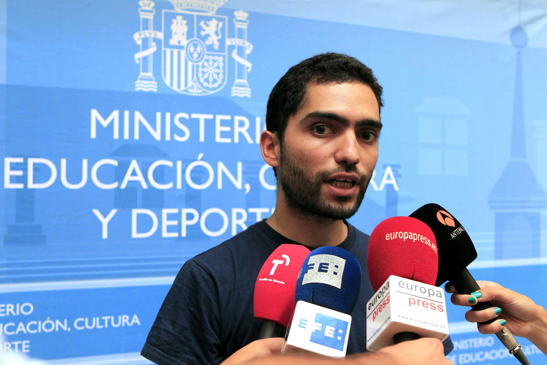 Rubalcaba insta a Rajoy a implicarse para solucionar el problema de las becas