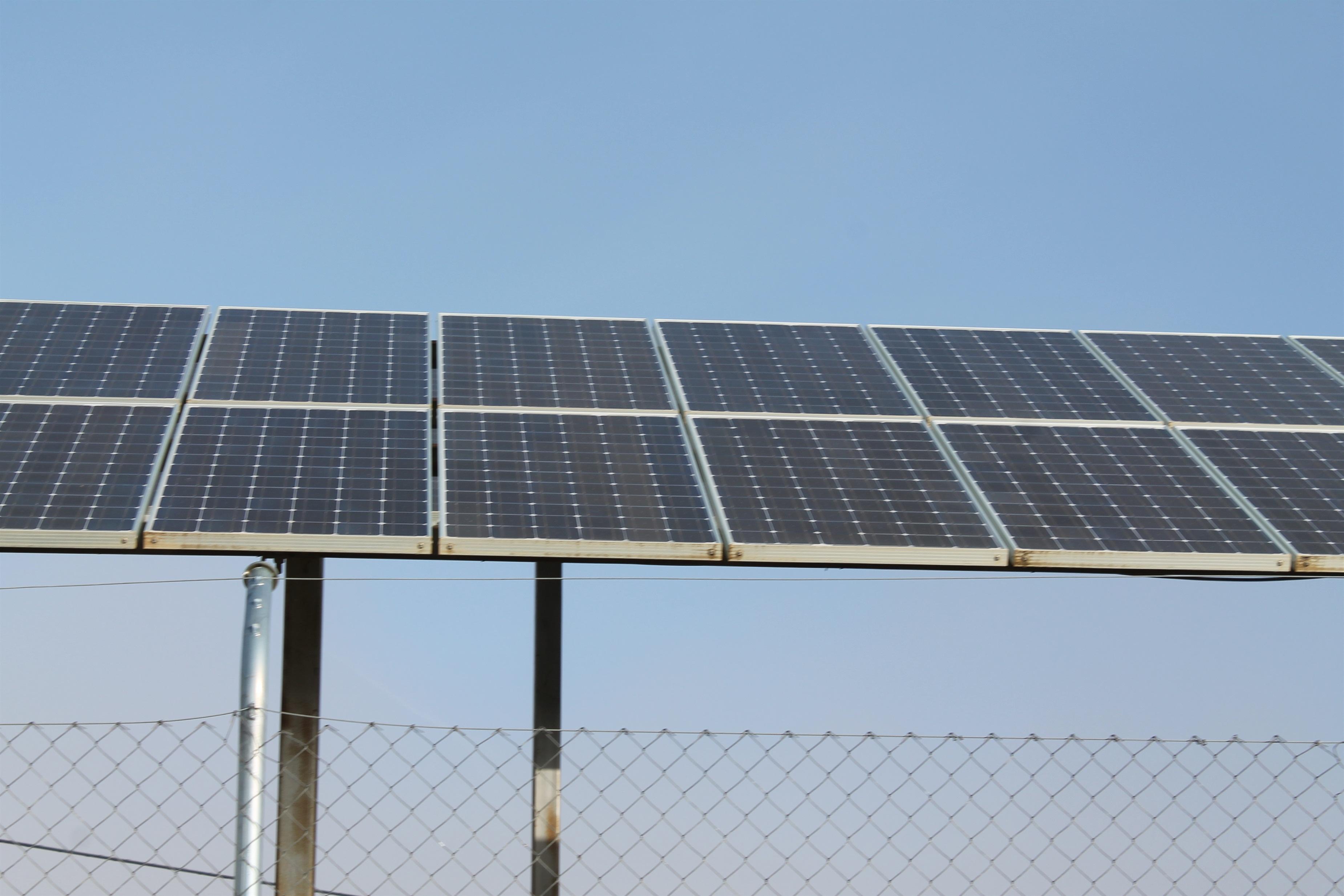 La UE y China negocian para solucionar el conflicto de los paneles solares