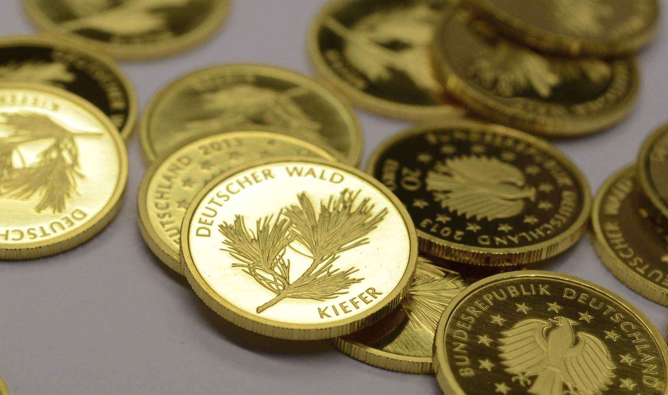 El euro sube por la mañana en Fráncfort hasta los 1,3349 dólares