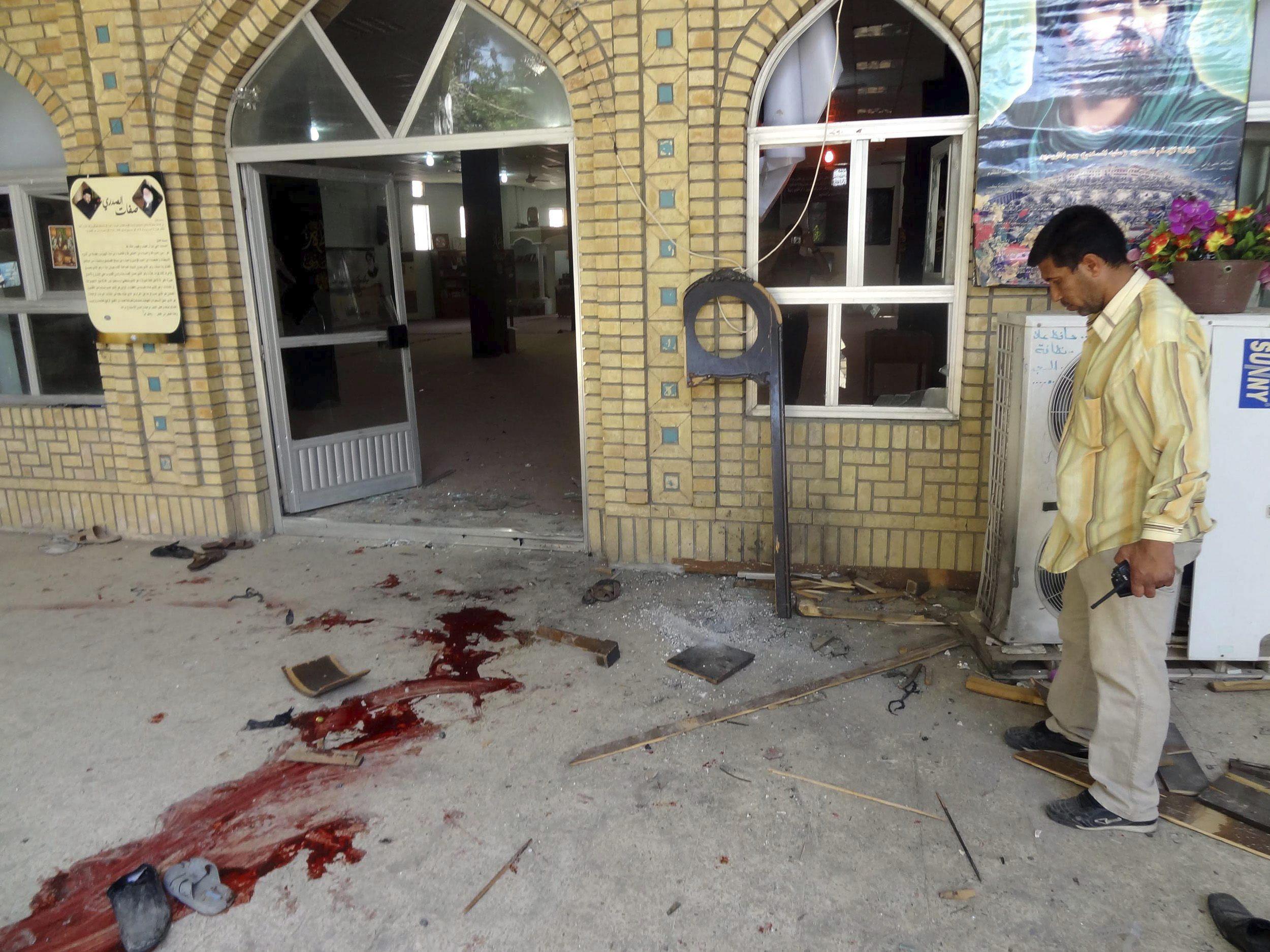 Al menos 15 muertos y 32 heridos en un atentado en una mezquita en Bagdad