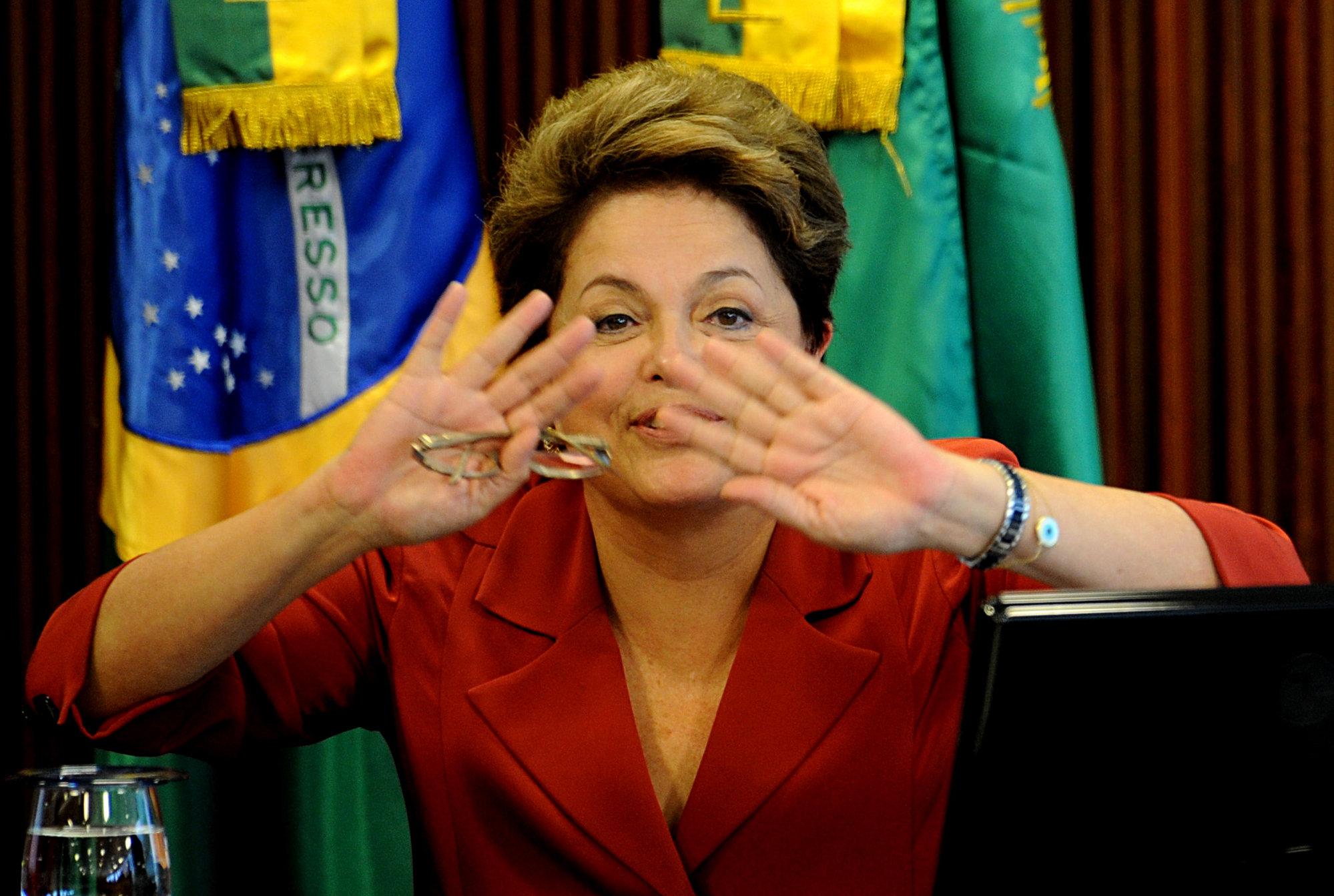 La prensa saca tarjeta roja a Dilma Rousseff