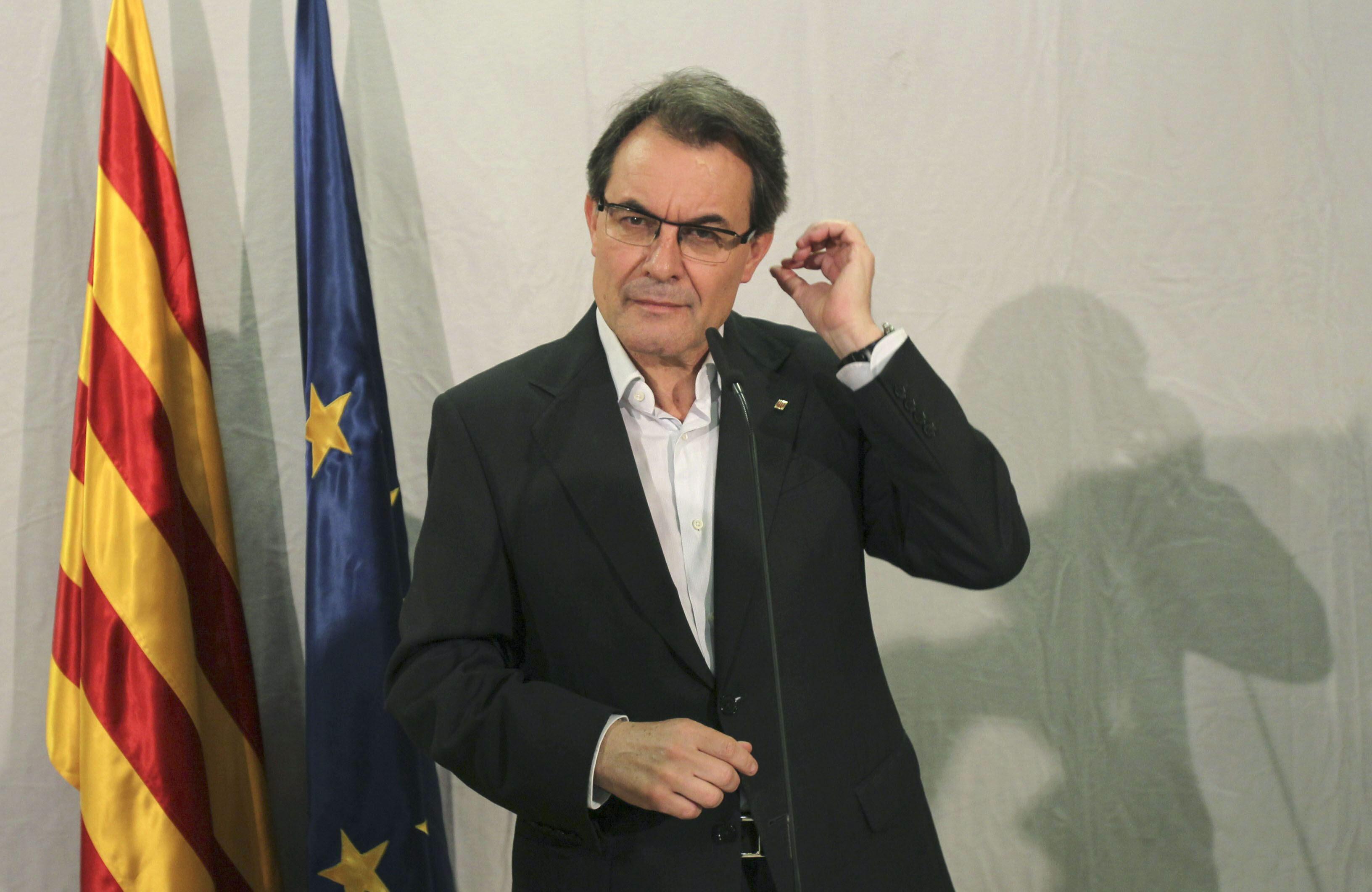 La Razón afirma que Mas empieza a formar a los embajadores catalanes