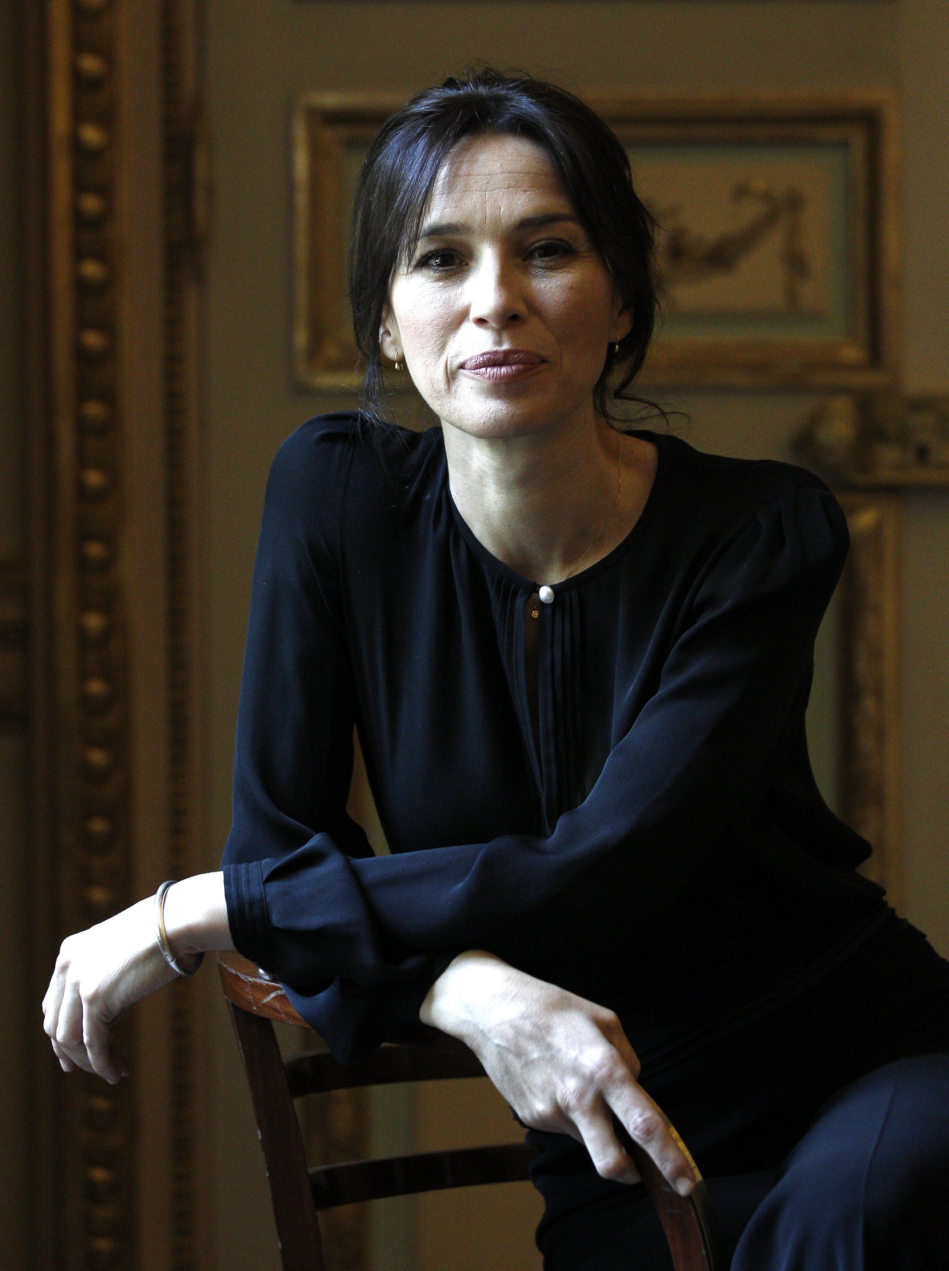 La actriz Ariadna Gil cree que habría que despedir a todos los políticos