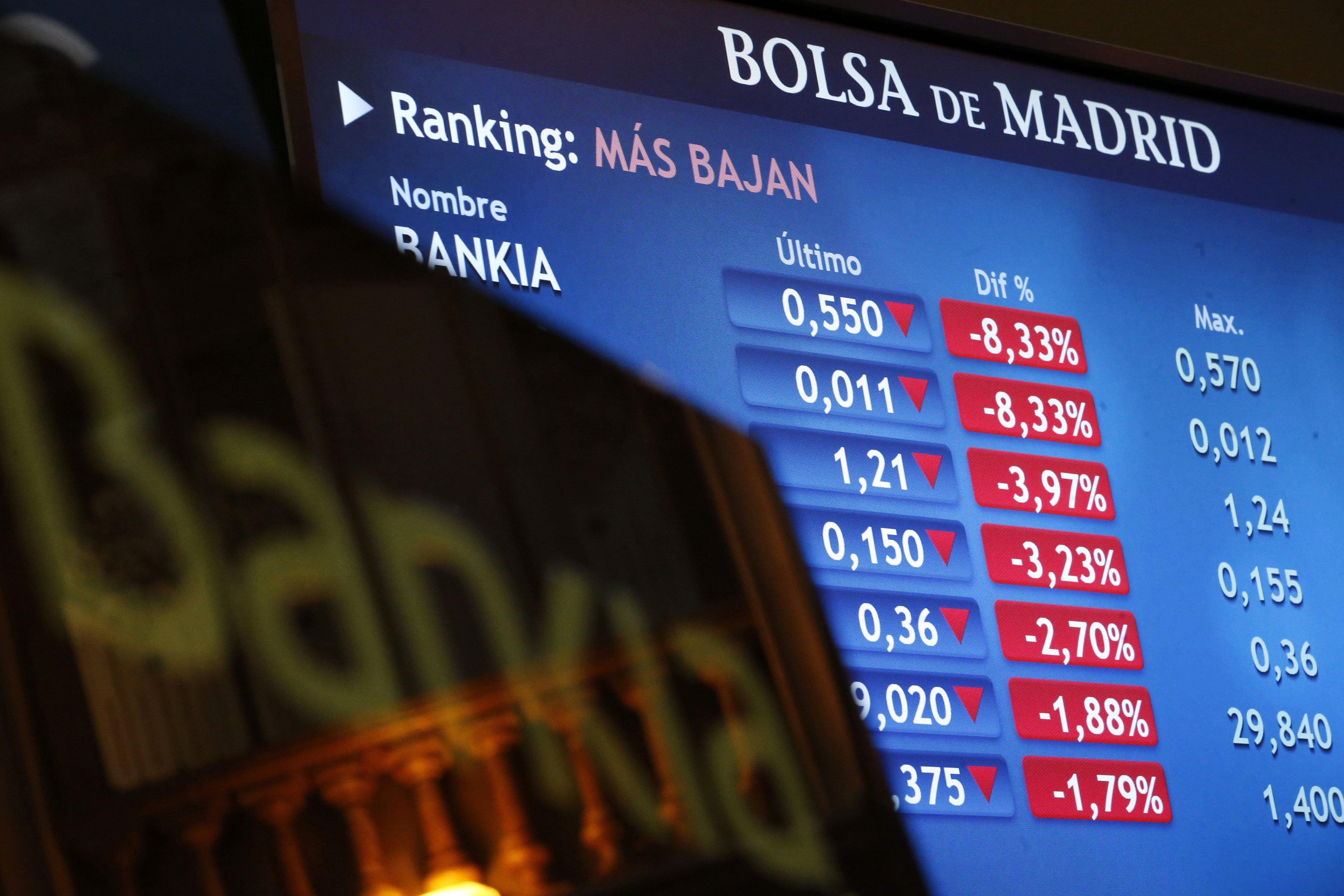 La bolsa cierra en mínimos anuales y el interés del bono español repunta