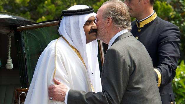 El emir de Catar dejará el poder a su hijo