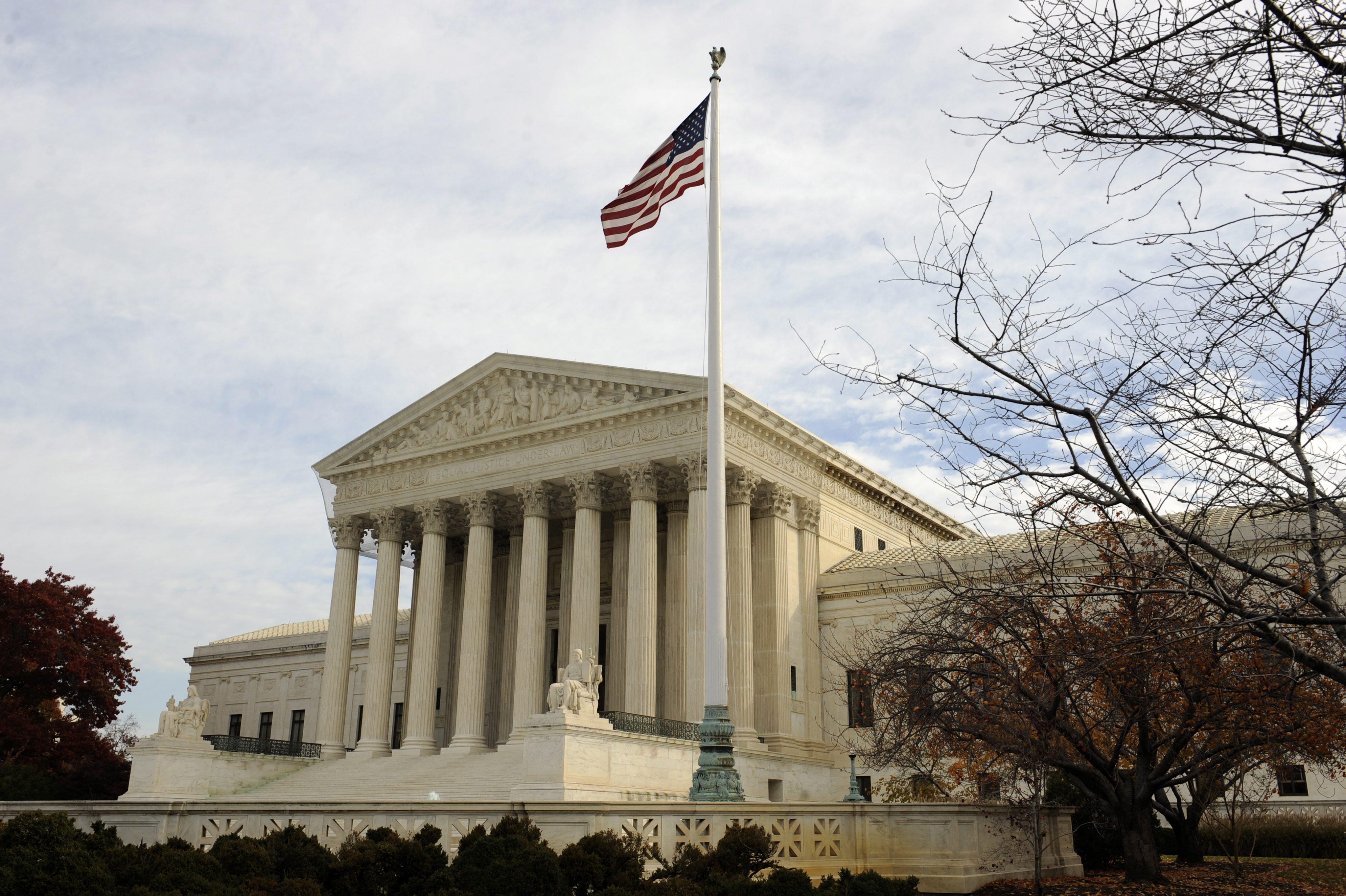 El Supremo de EE.UU. remite un caso sobre discriminación positiva a un tribunal inferior