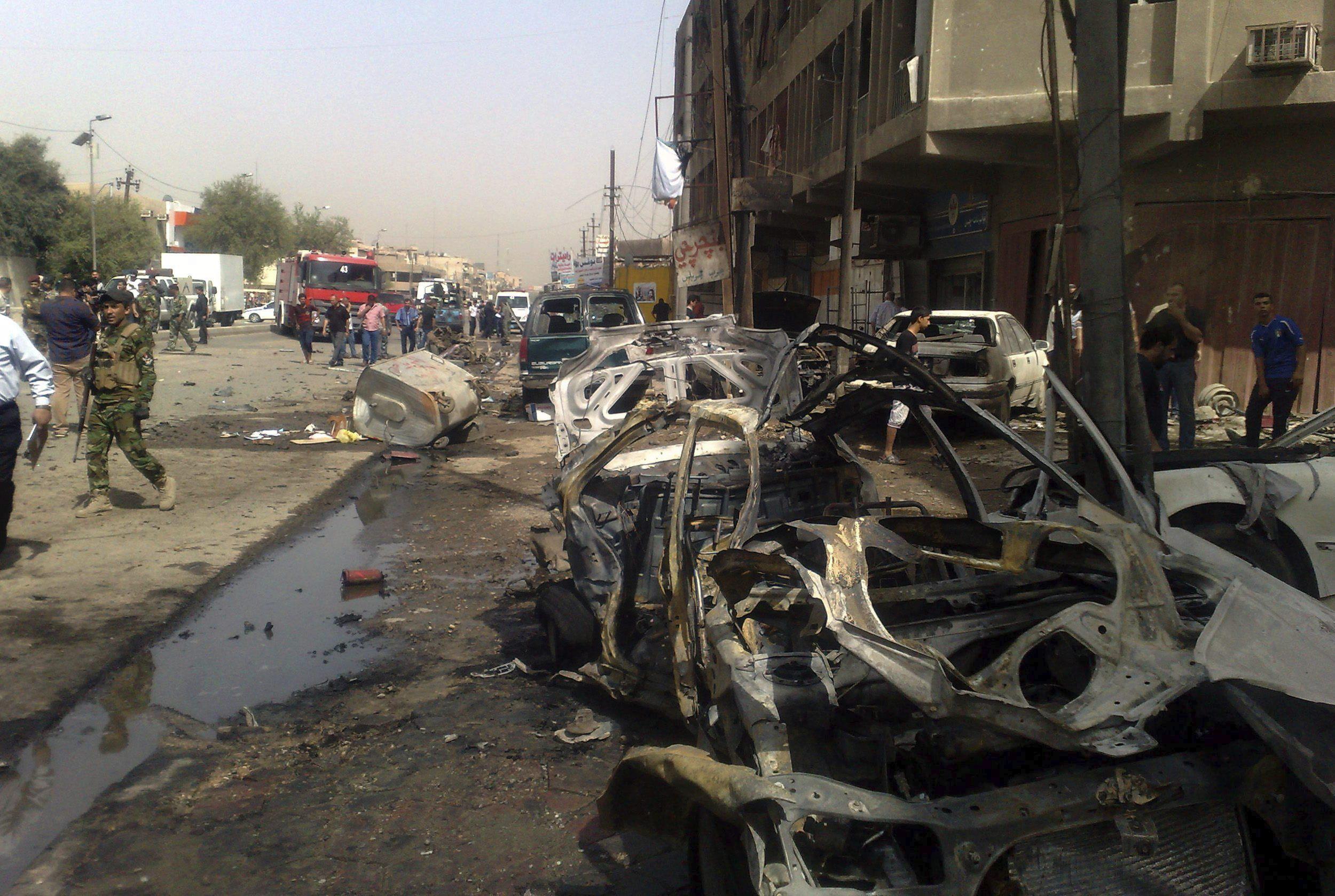 Al menos 16 muertos y 65 heridos en varios ataques con coches bomba en Bagdad