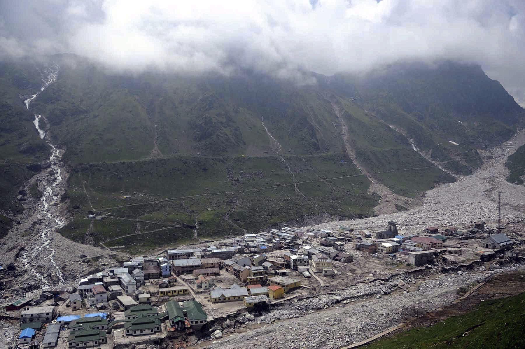 Aumentan a 882 los muertos en las inundaciones en el norte de la India
