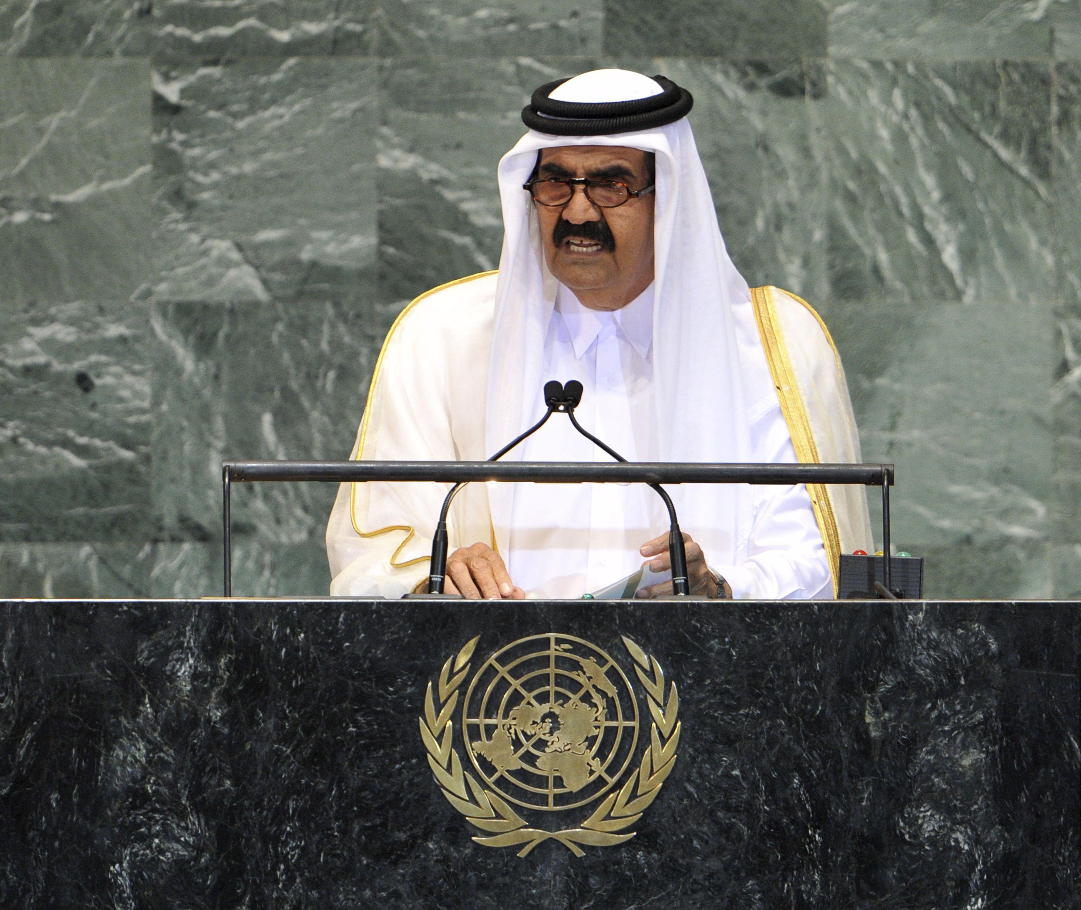 El emir de Catar abdica en el príncipe heredero Tamim bin Hamad al Zani