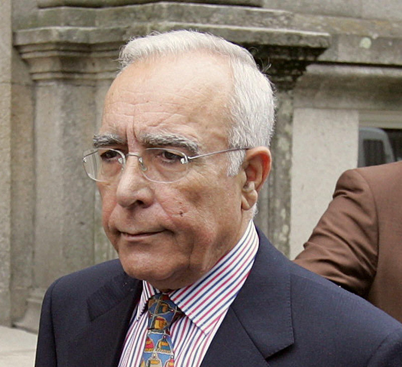 Francisco Cacharro abandona tranquilo la sede judicial tras declarar durante casi una hora