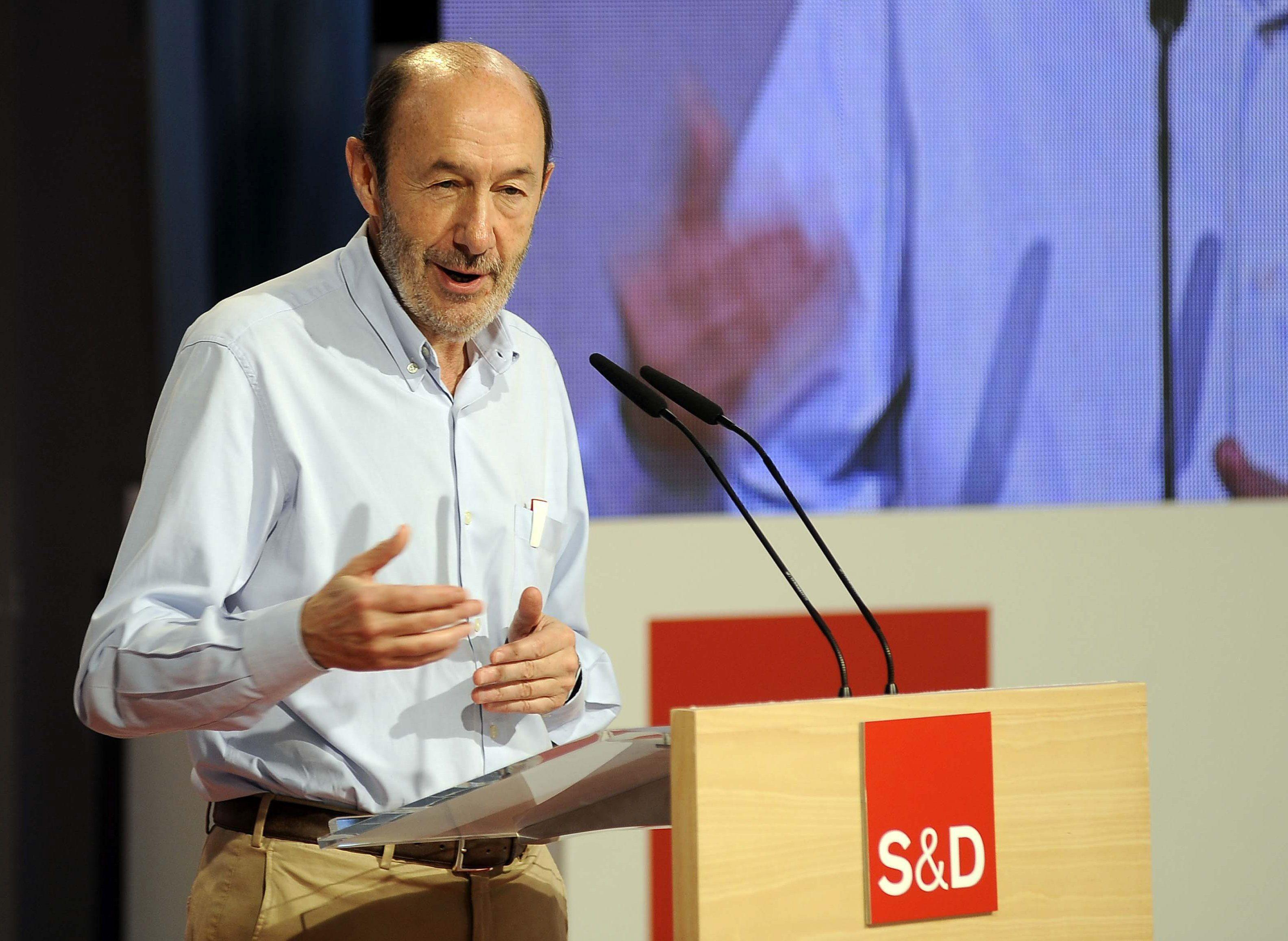 Rubalcaba ve «probable» que el PSOE lleve al TC el decreto de becas
