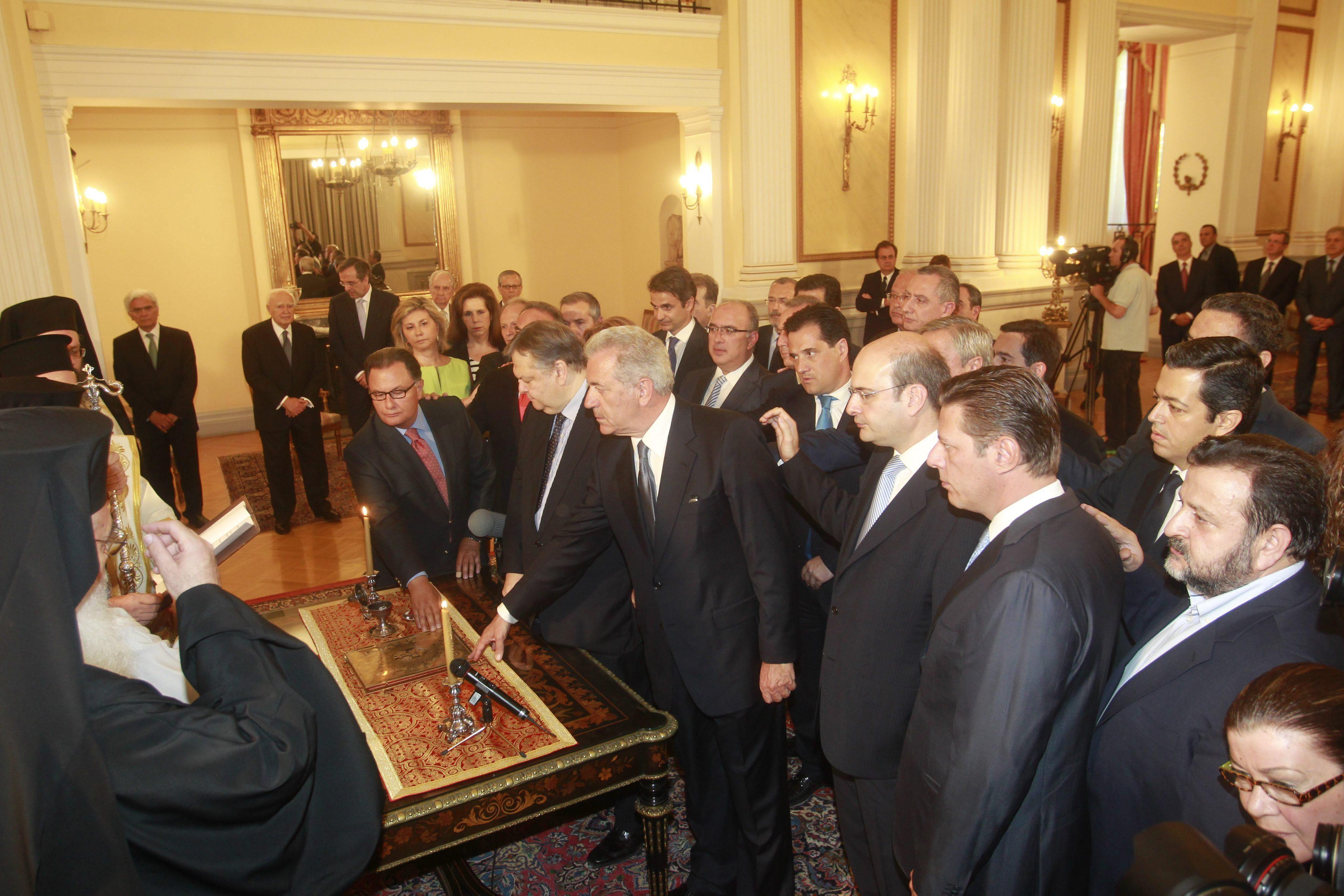 Samarás pide a su nuevo Gobierno bipartito estabilidad y mejor coordinación