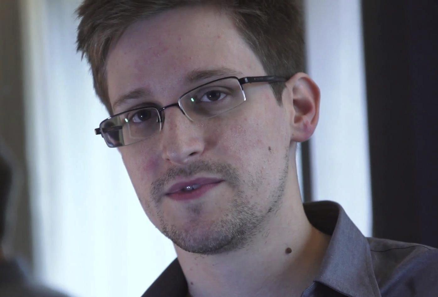 Snowden admite que trabajó para Booz Allen para recabar pruebas del espionaje en Internet