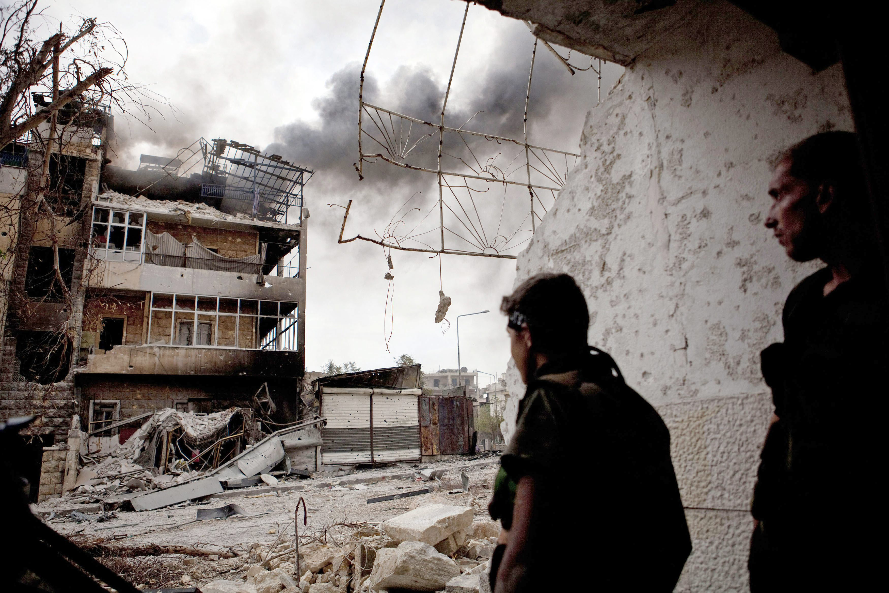 El Ejército y los rebeldes se enfrentan en los alrededores del Palacio de Justicia