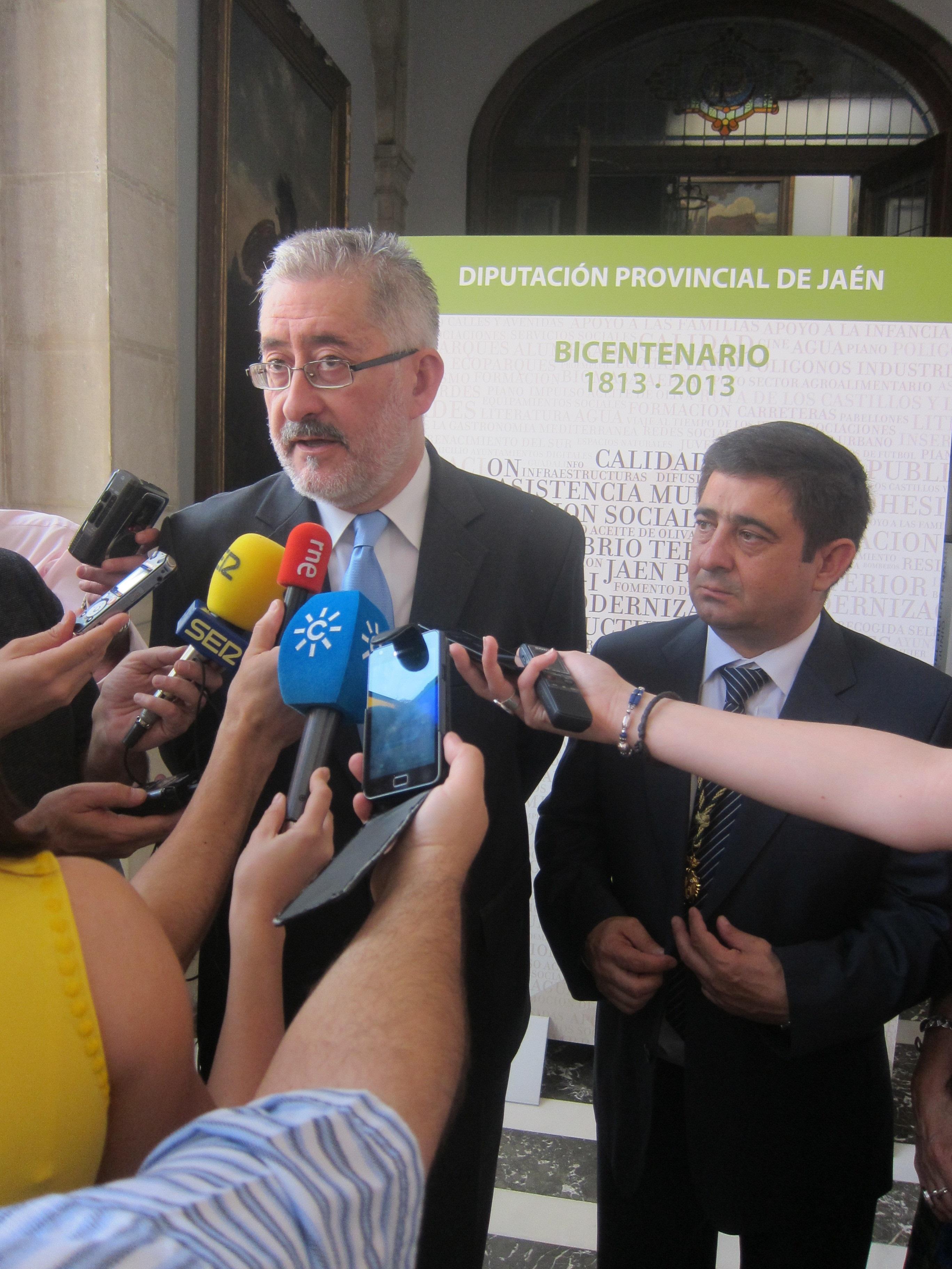 Ávila asegura que Griñán «va a seguir ejerciendo sin ninguna duda» como presidente e insta a no preocuparse «de 2016»