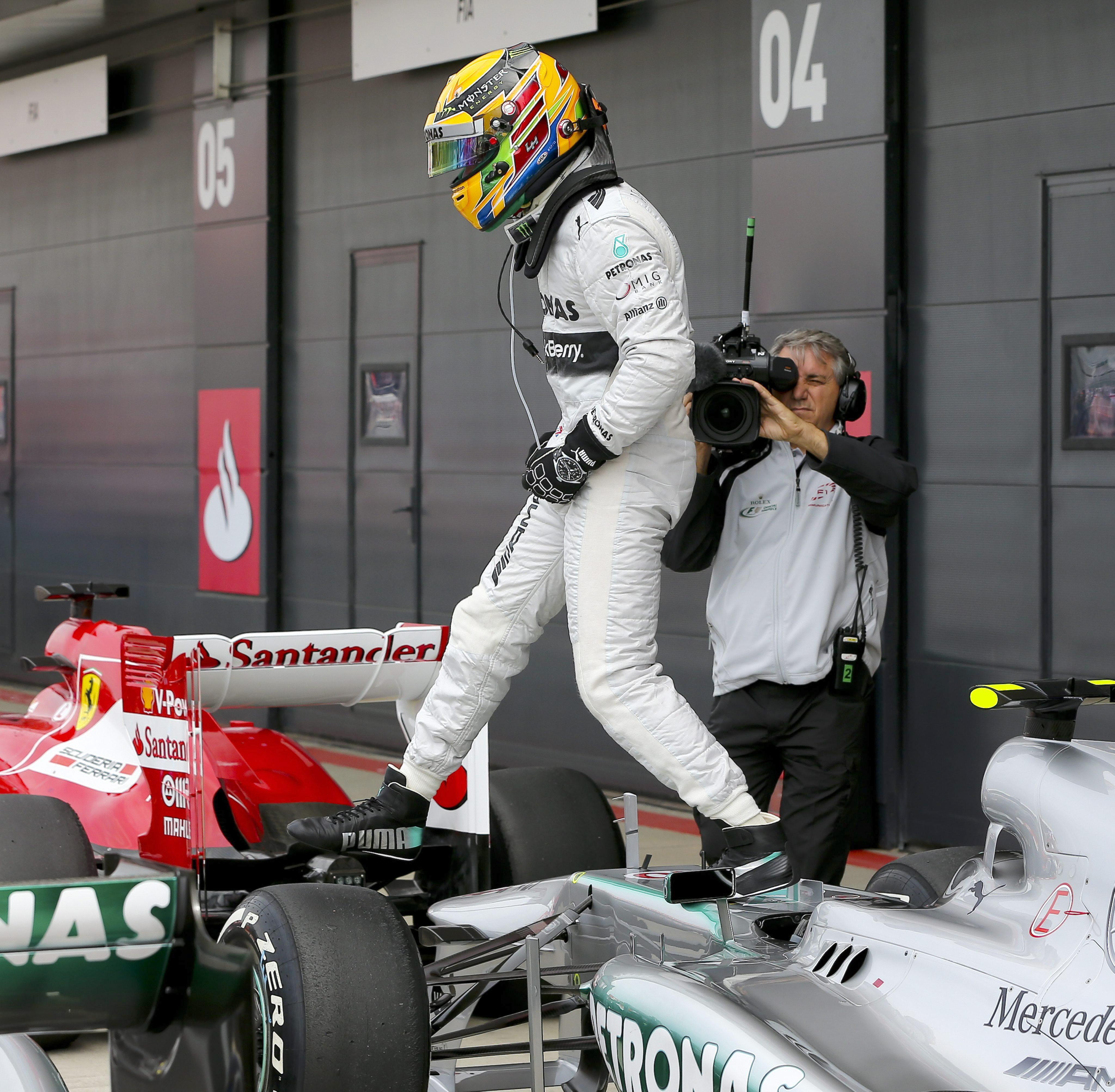 Mercedes estuvo impecable y los Red Bull delante