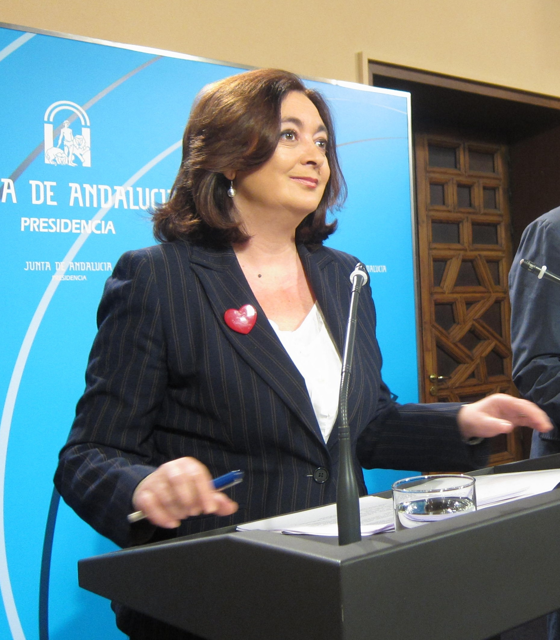 Moreno expresa su respaldo a la «hoja de ruta» marcada por Griñán y su «reconocimiento y cariño» a Susana Díaz