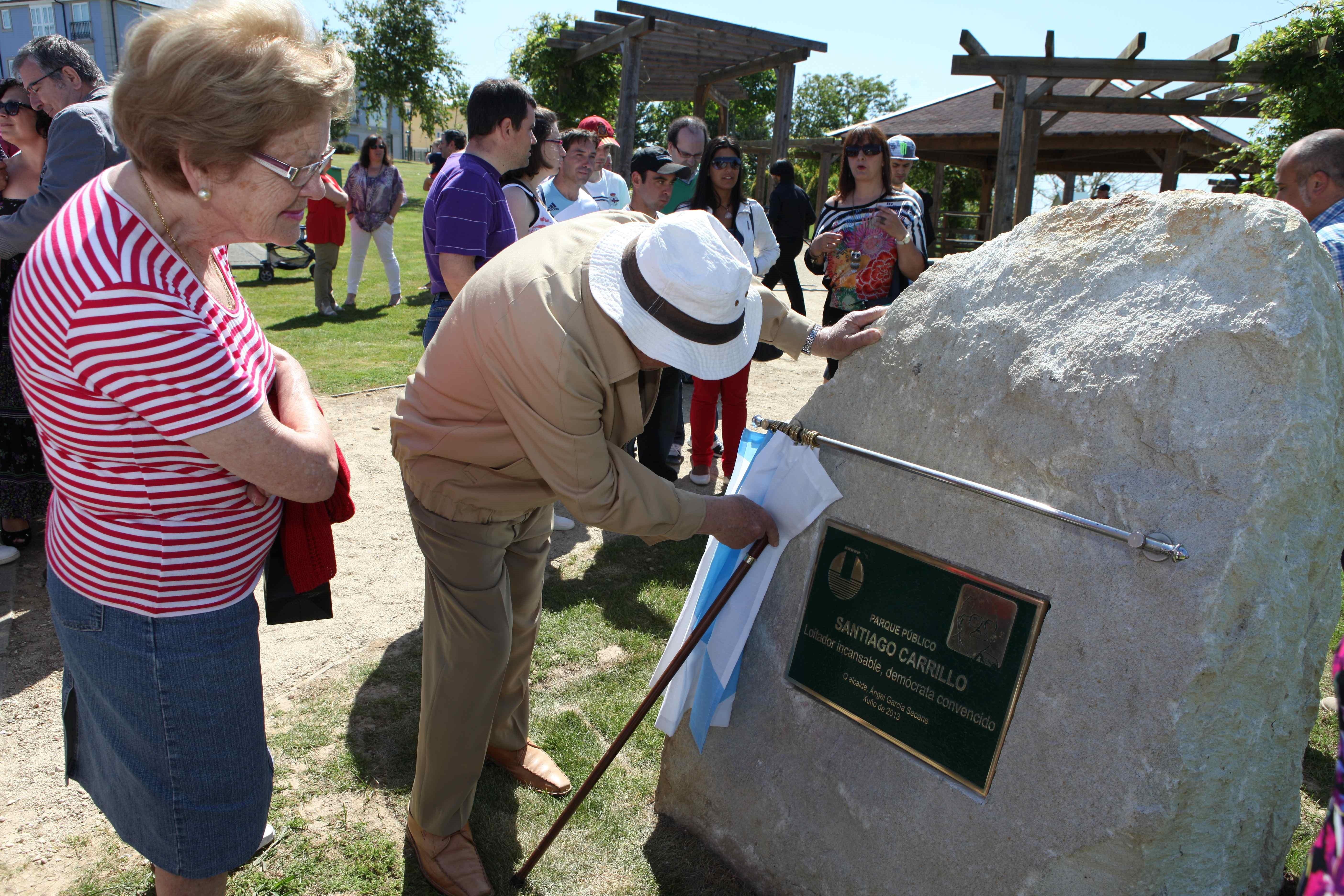 Oleiros (A Coruña) inaugura el parque dedicado a Santiago Carrillo