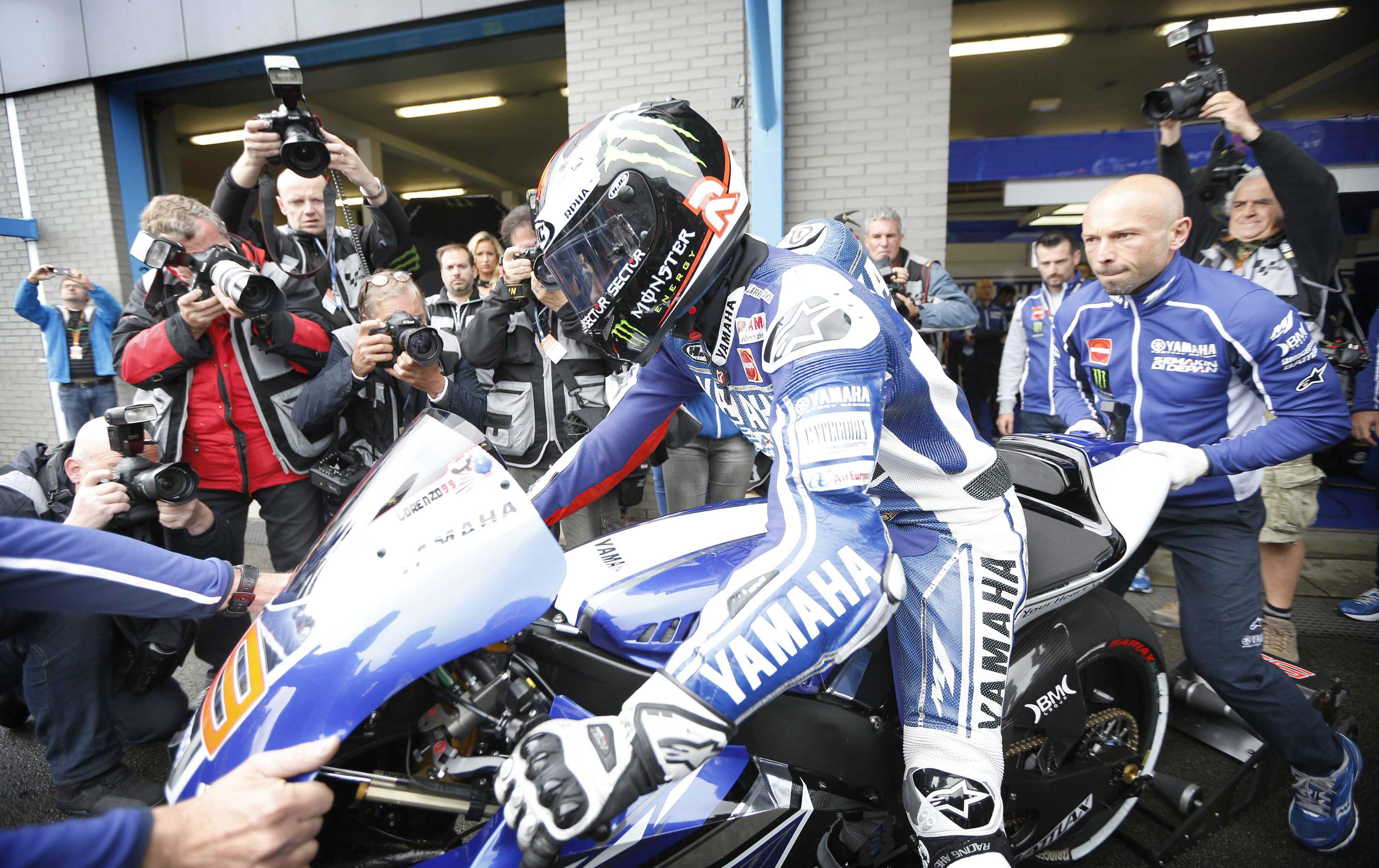 Rossi se reencuentra con el triunfo en una carrera épica de Márquez y Lorenzo