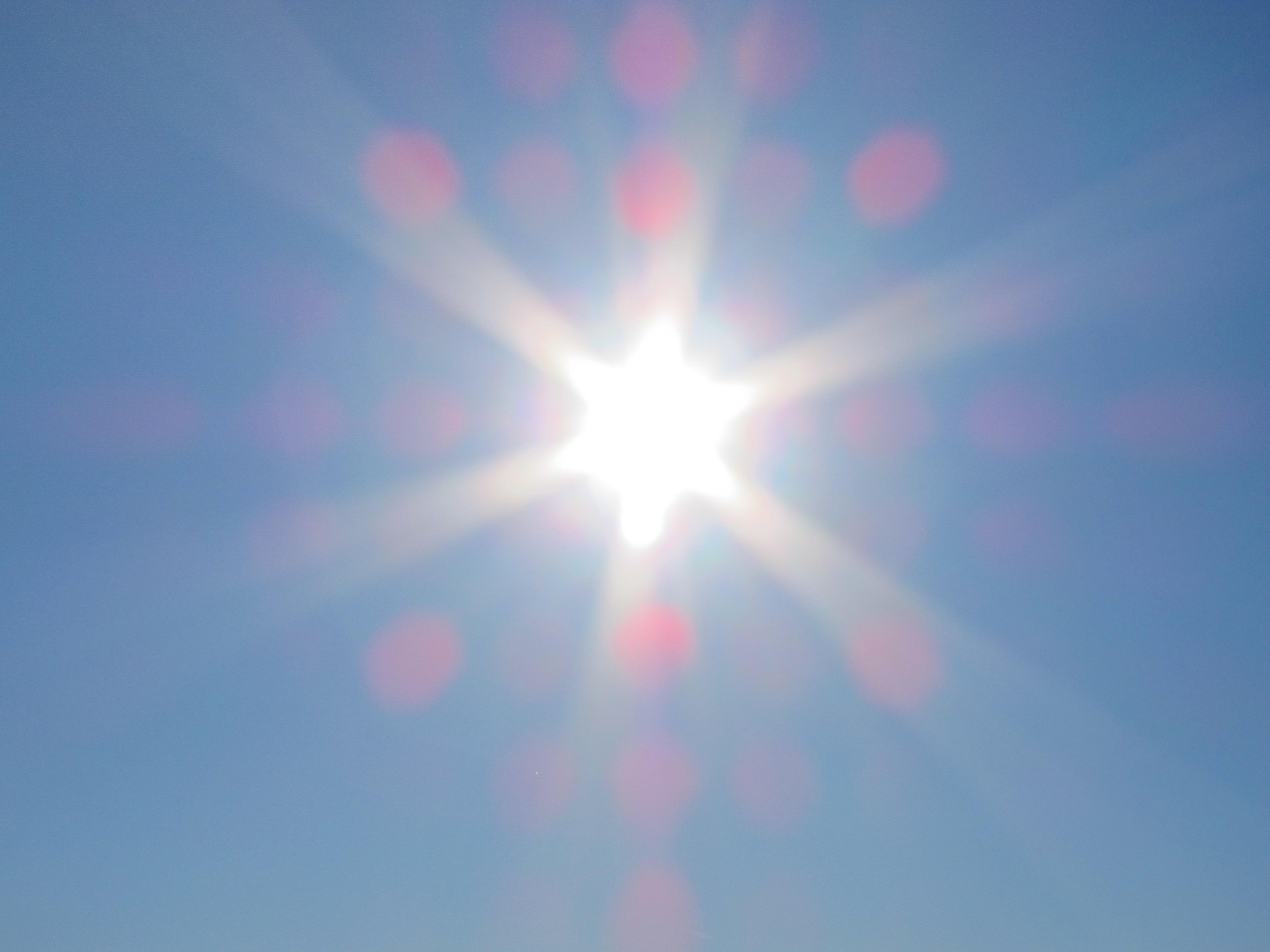 Sanidad recuerda a la población la importancia de tomar precauciones frente a los efectos del sol y el calor