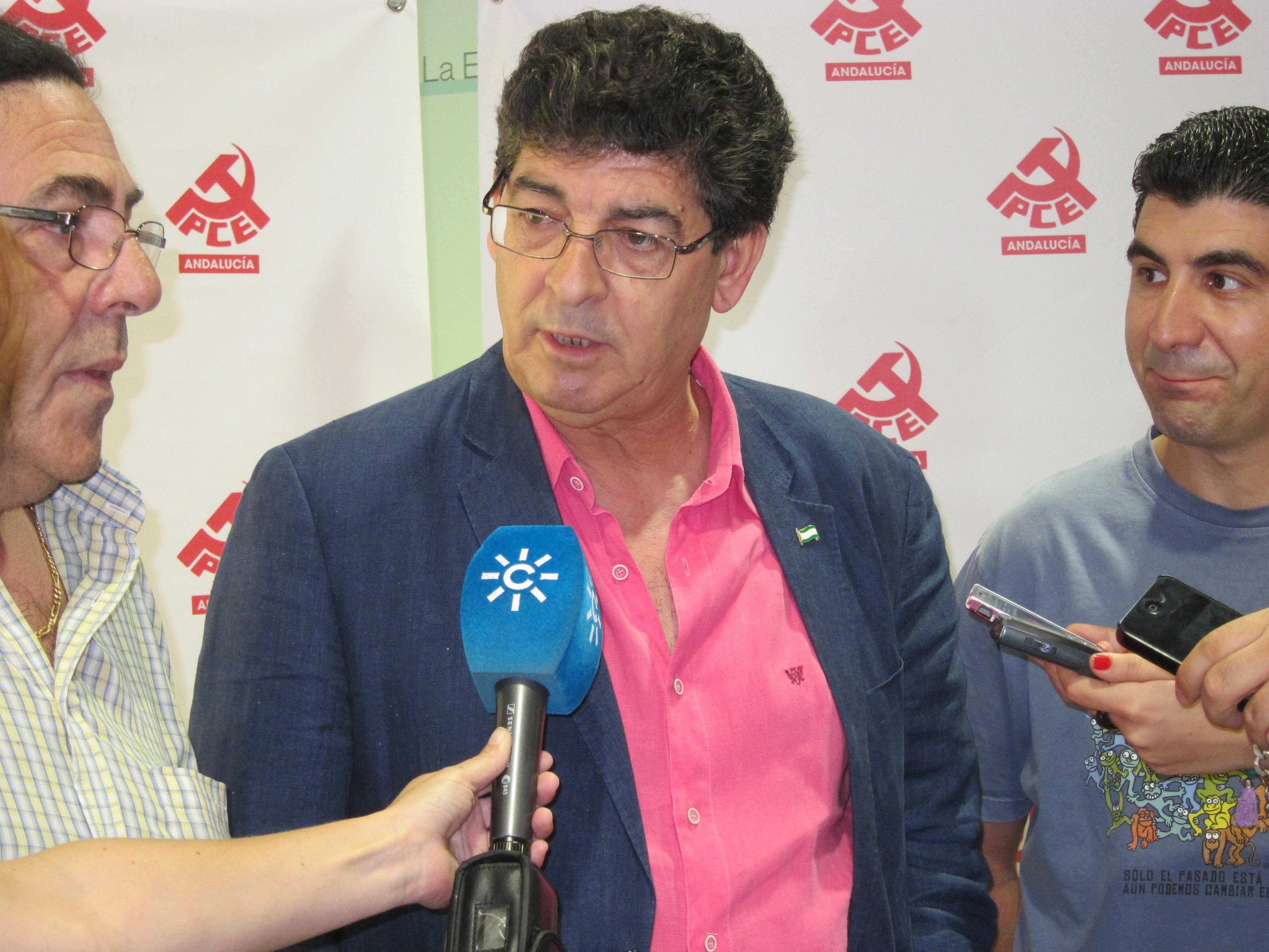 Valderas dice que, si se paraliza el decreto en el TC, «cada desahucio tendrá el rostro del PP»