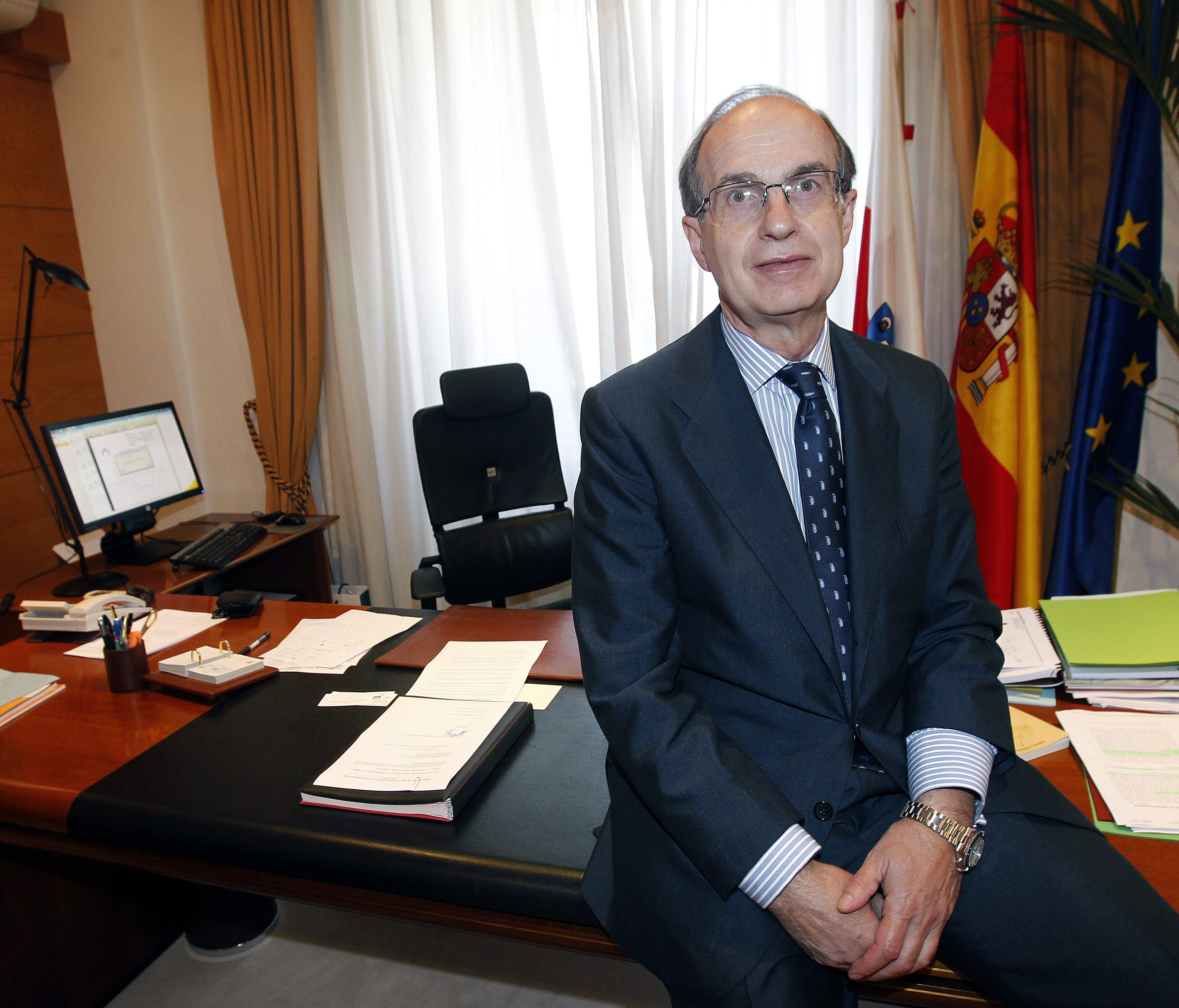 El presidente del Parlamento cántabro insta a combatir a «golfos» como Bárcenas