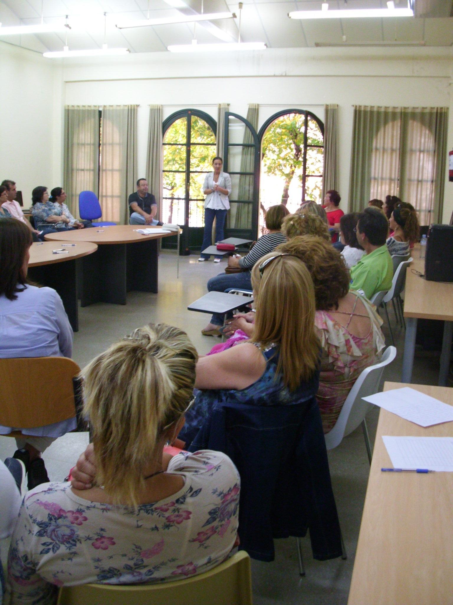 Alcalá de Guadaíra cierra los »Diálogos Familiares» con la participación de más de un centenar de padres