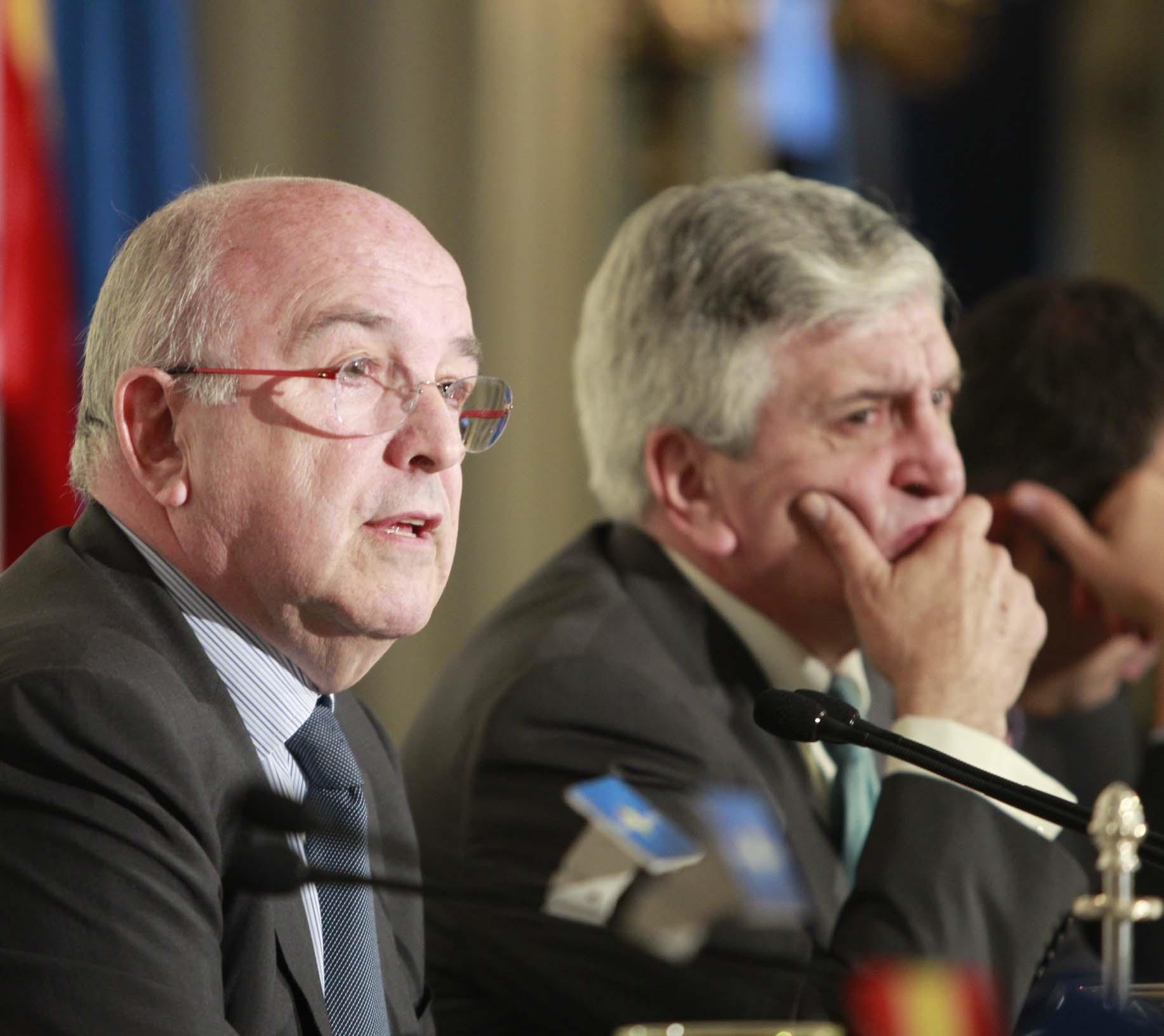 Almunia insiste en que la propuesta a debate es «la devolución» del tax lease