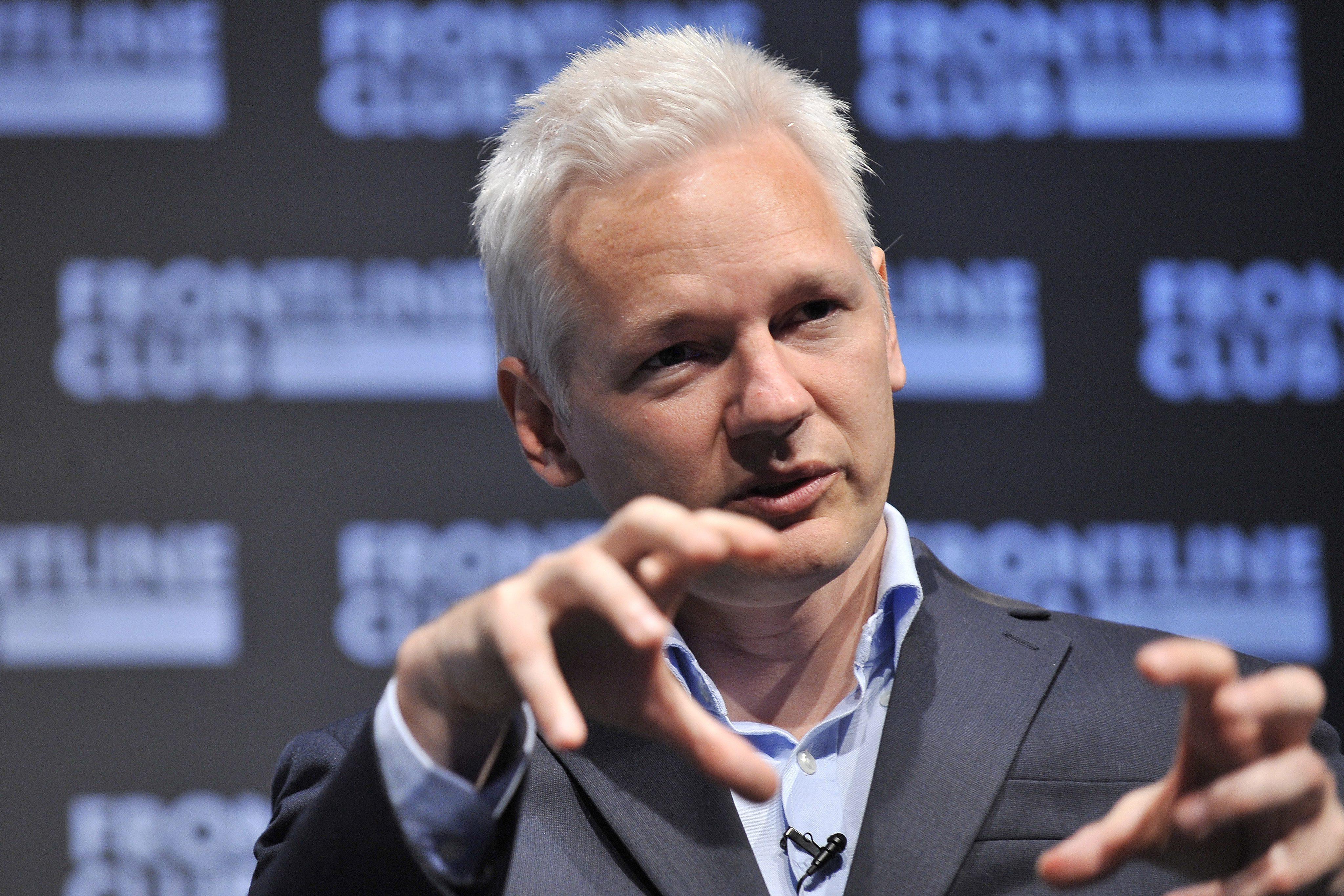 Assange asegura que publicación de documentos secretos de Snowden continuará