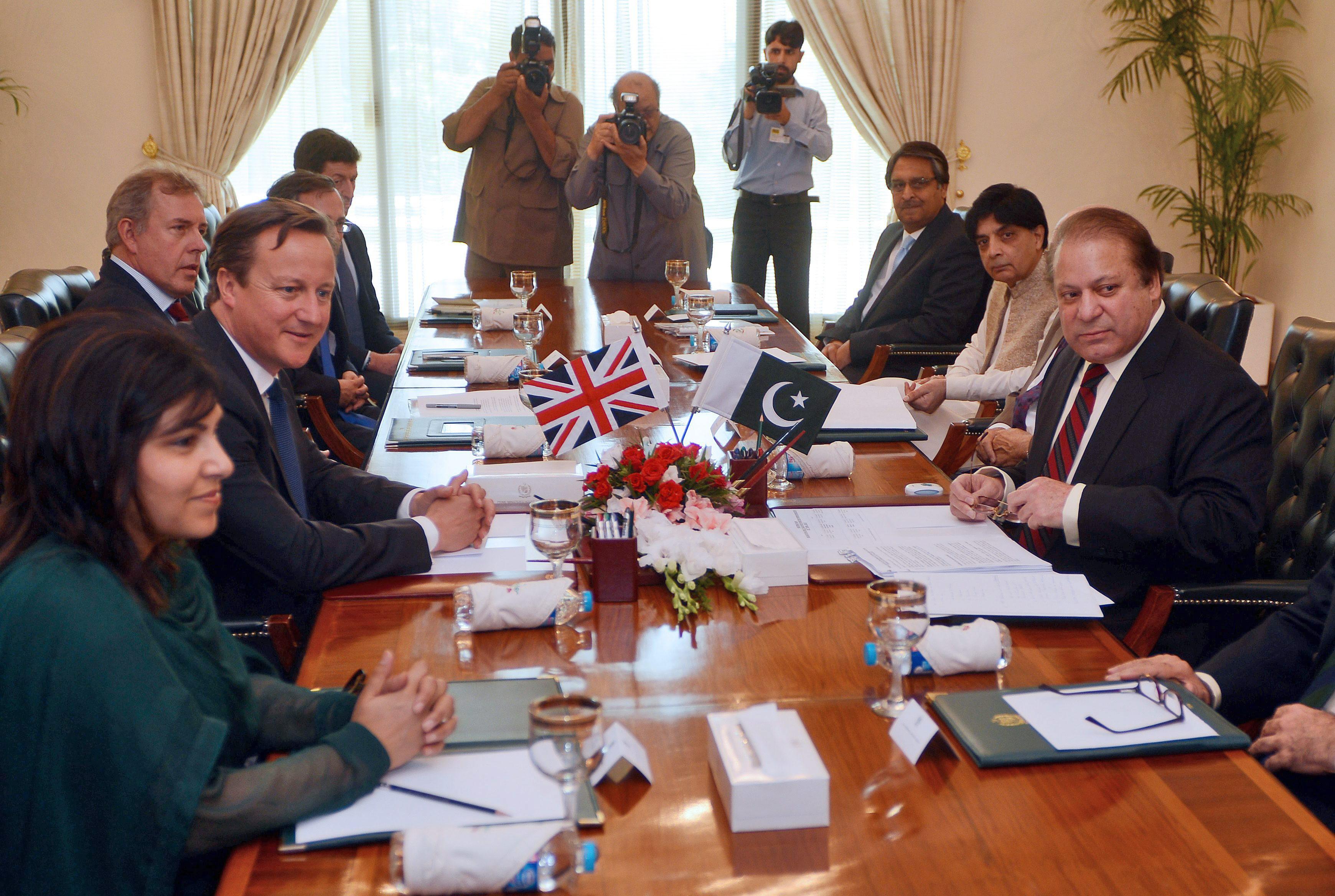 Cameron anuncia en una visita a Pakistán ayudas para luchar contra el terrorismo