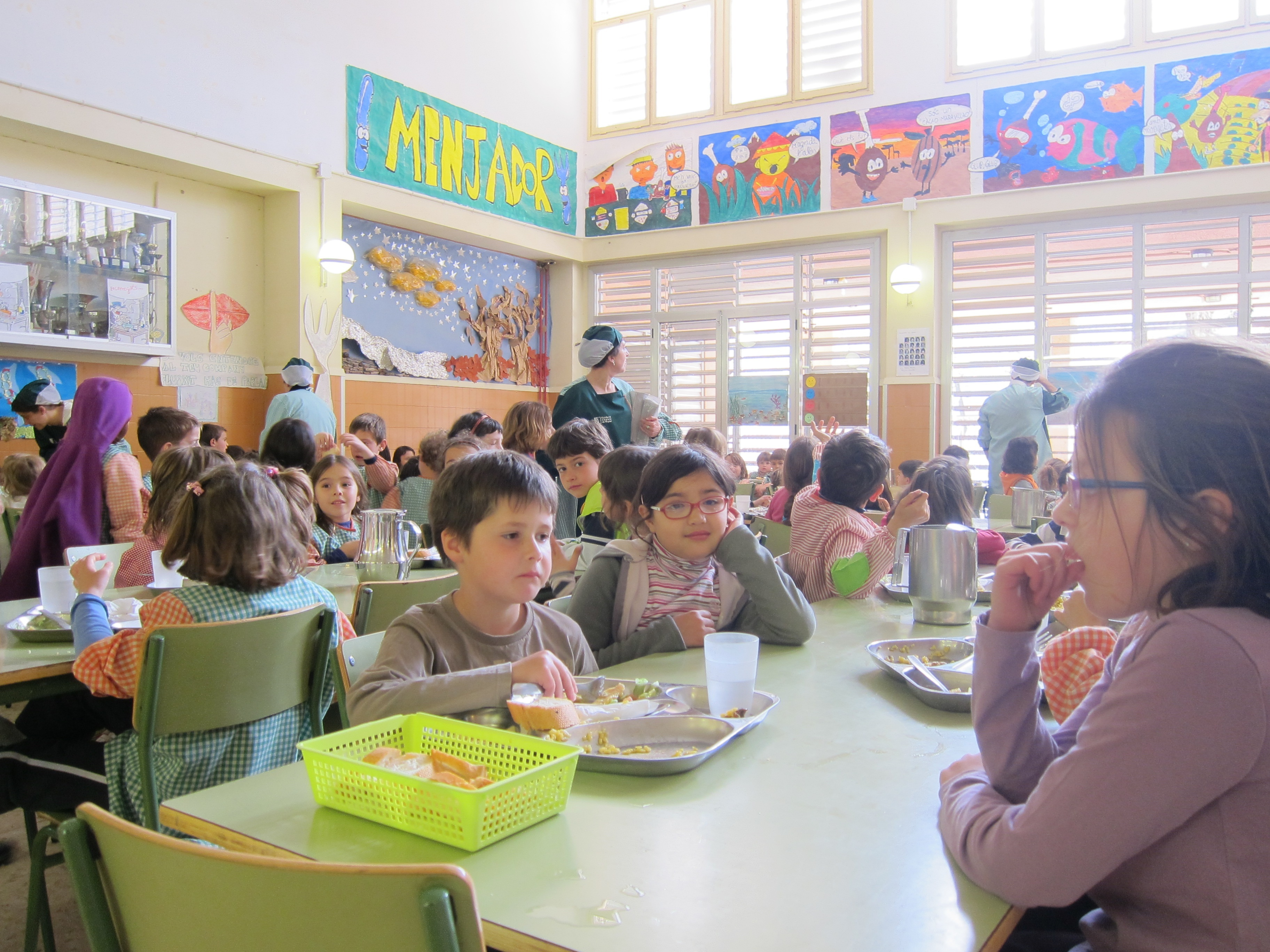 Educación amplía la renta mínima para que puedan beneficiarse más familias del precio reducido del menú escolar