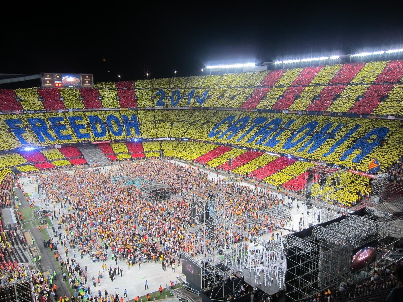 Llach regresa para levantar al Camp Nou con su canto a la «libertad» »Venim del nord, venim del sud»