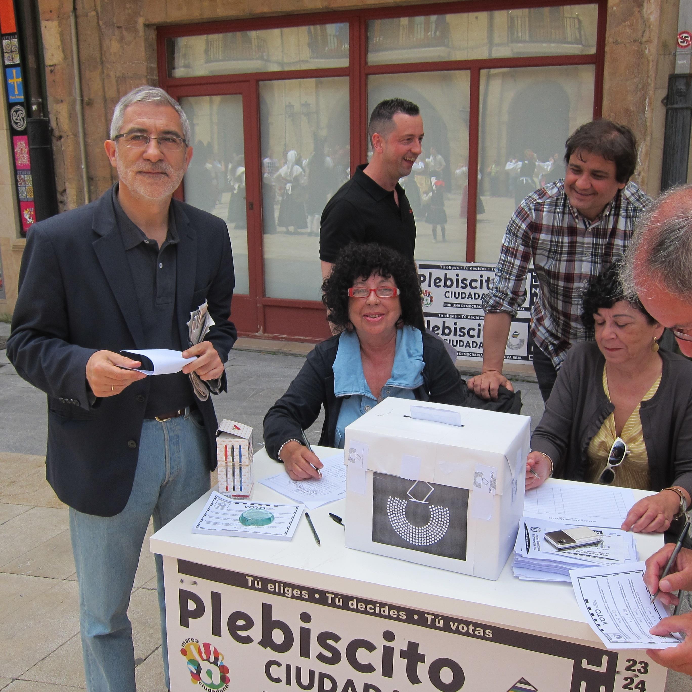 Llamazares apoya el »Plebiscito ciudadano» como alternativa a la política del Gobierno de Rajoy que cree «ilegítimo»