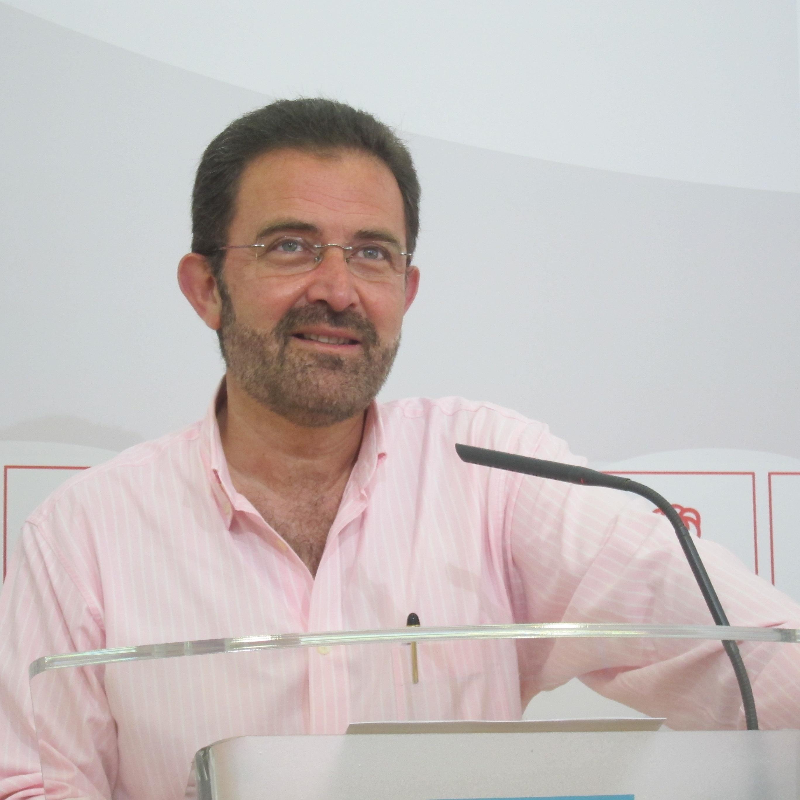 El PSOE reitera la «total disponibilidad» de Vara para iniciar una negociación encaminada a la recuperación económica