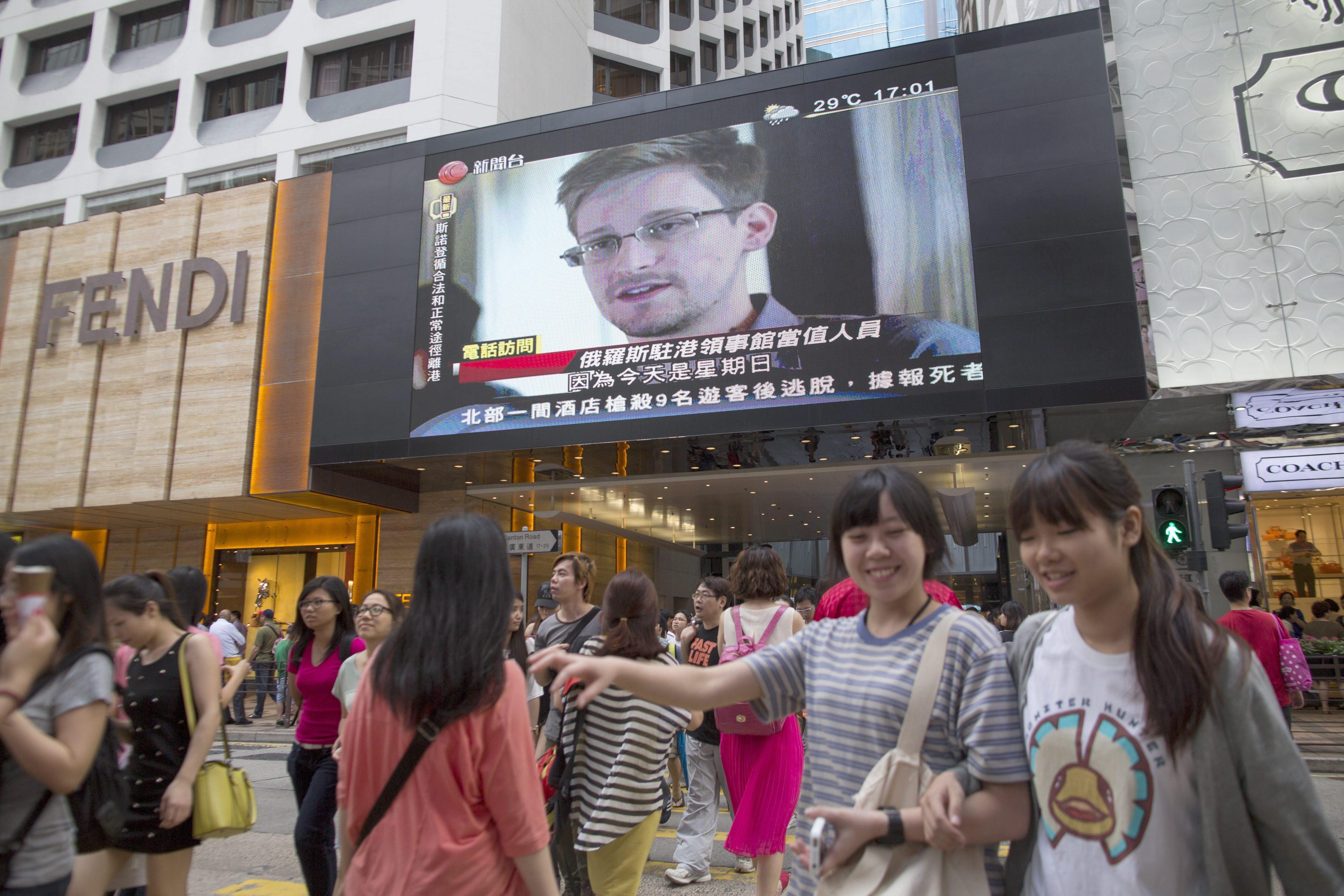 Snowden, un periplo de 40 días con cuatro ordenadores y un cubo de Rubik