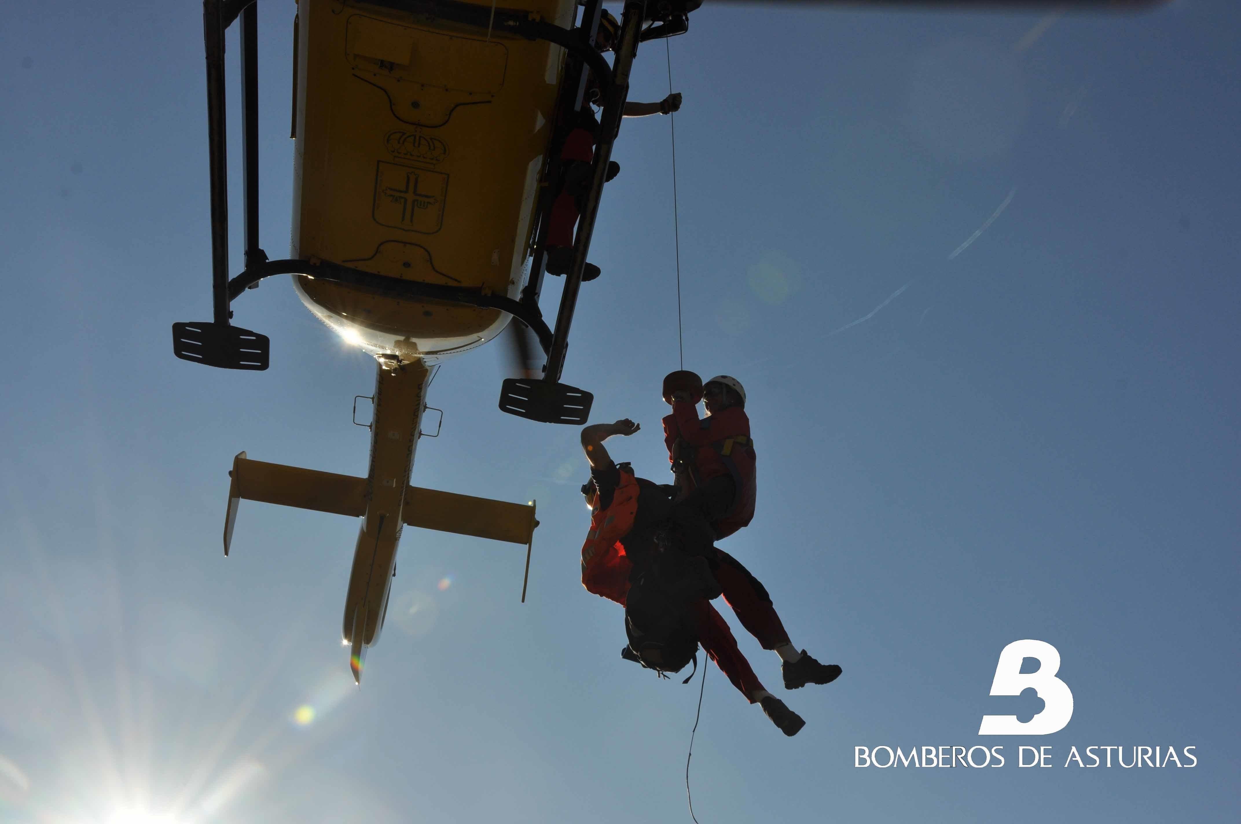 Trasladan en helicóptero al Hospital de Arriondas a una mujer que se hizo un esguince en los Picos de Europa