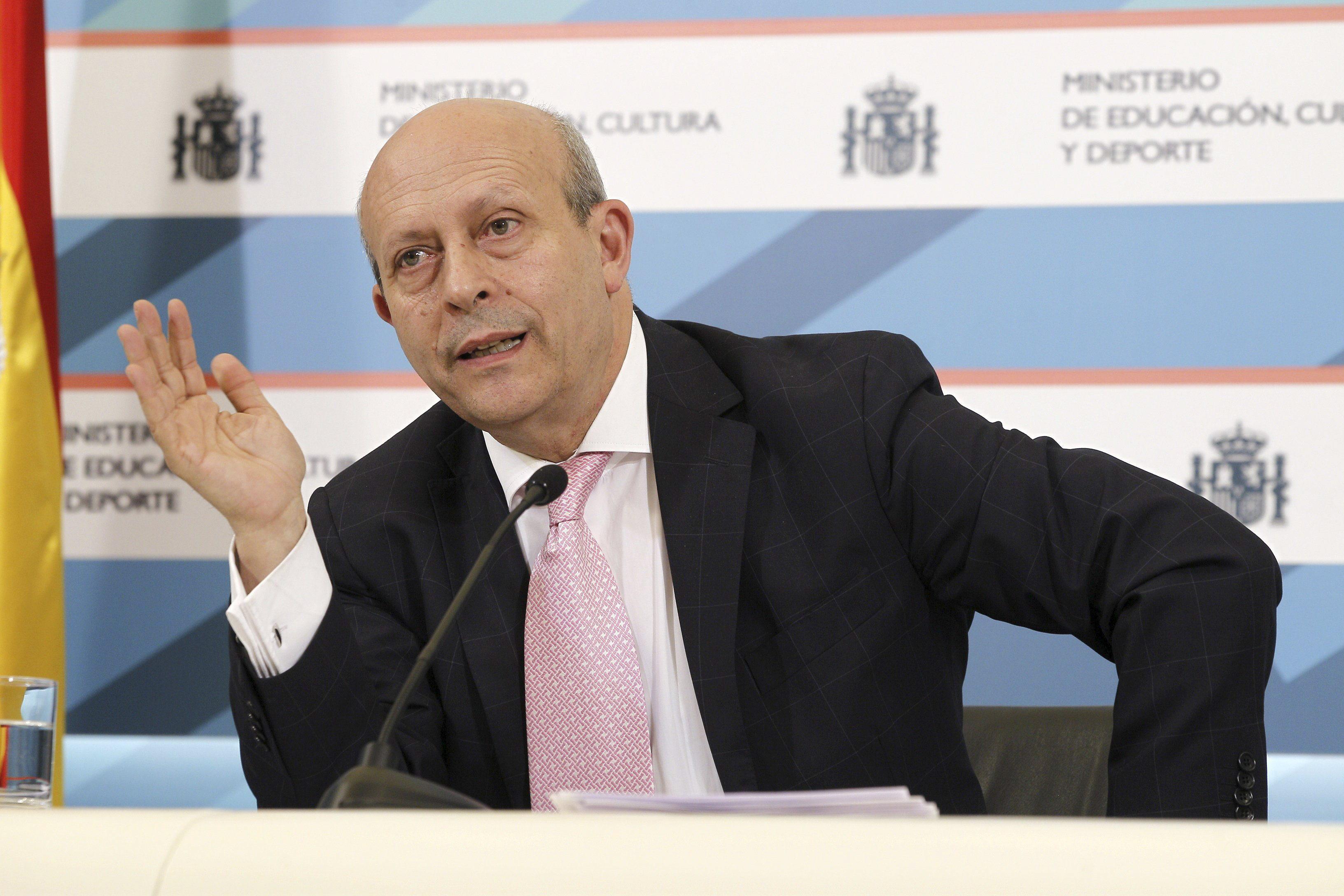 Moncloa pidió a Wert que suavizará el 6,5 para becas el mismo día que lo anunció