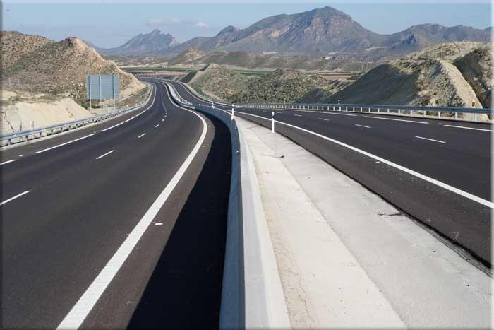 Las autopistas pierden un 8% de su tráfico, hasta un mínimo de 13.300 usuarios al día
